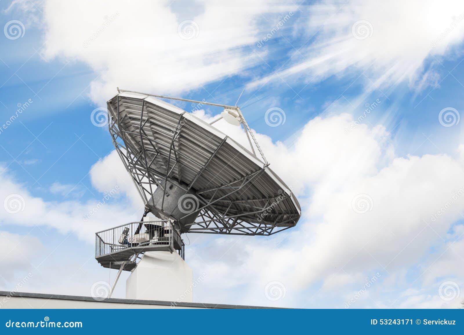 Antena de rádio parabólica do radar das telecomunicações