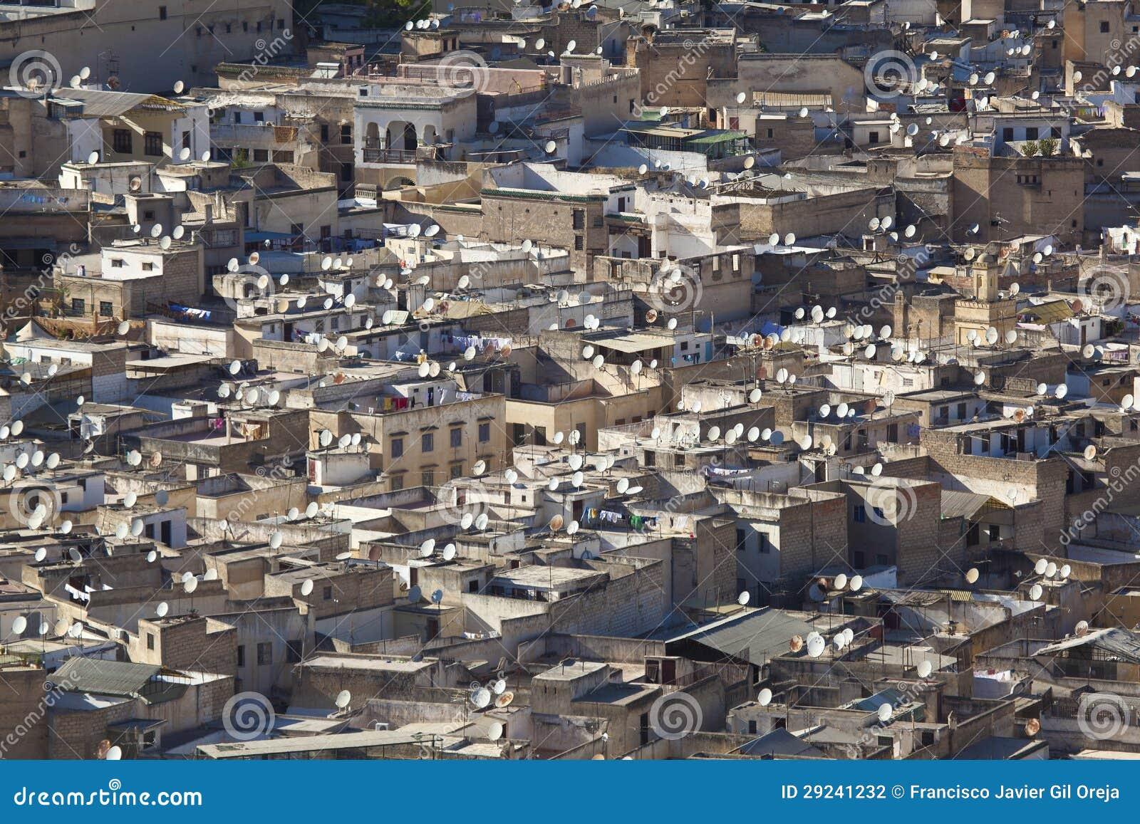Download Antena parabólica em Fez foto de stock. Imagem de áfrica - 29241232