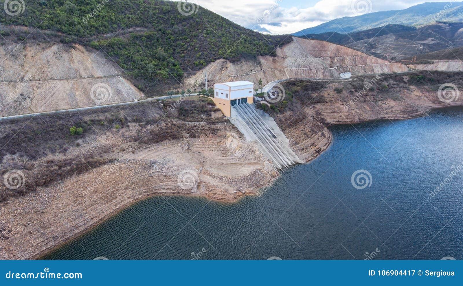 Antena Rezerwuar grobelny woda pitna w Algarve regionie Portugalia Odelouca Monchique