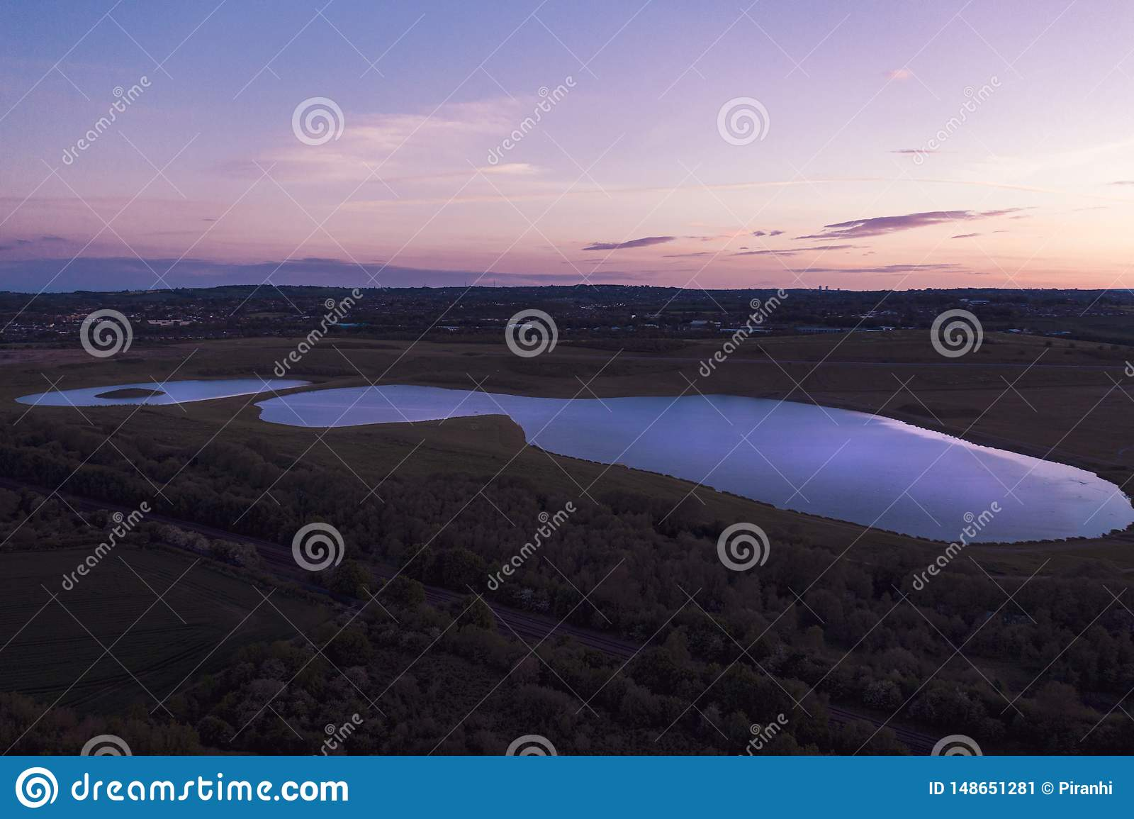 Antena strzelał zmierzch nad Waverley jeziorem, Rotherham, South Yorkshire