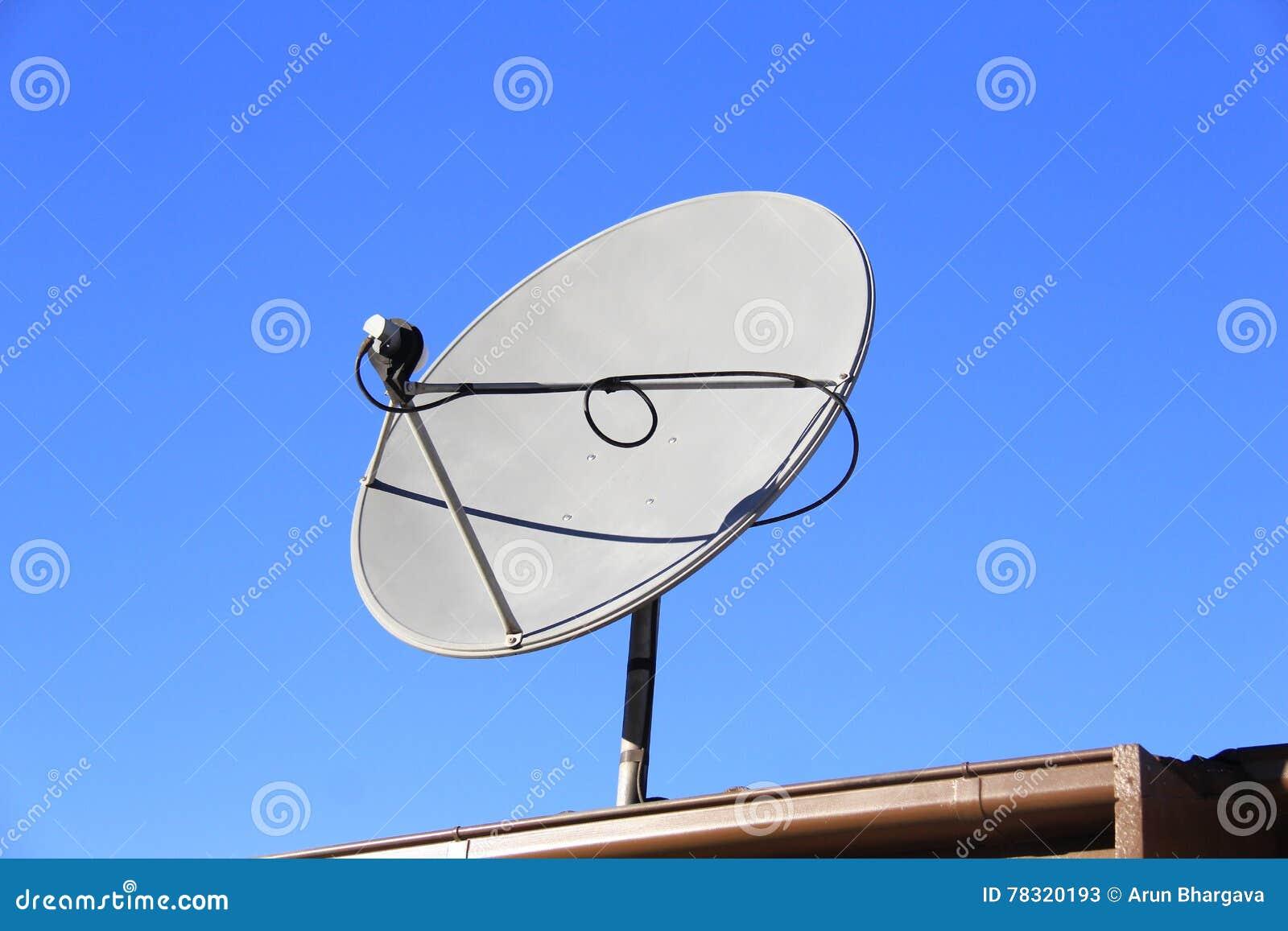 antenne d'antenne parabolique image stock - image du émission