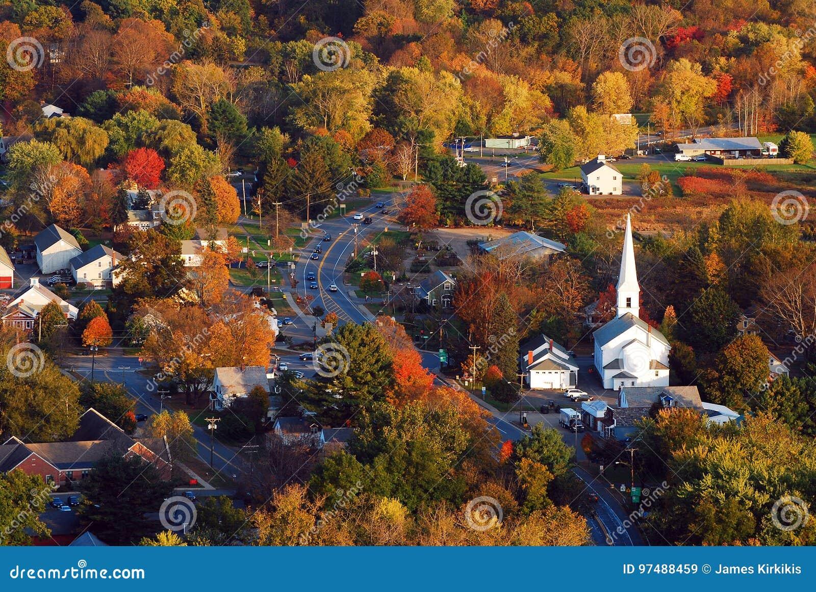Antenne d un village de la Nouvelle Angleterre en automne