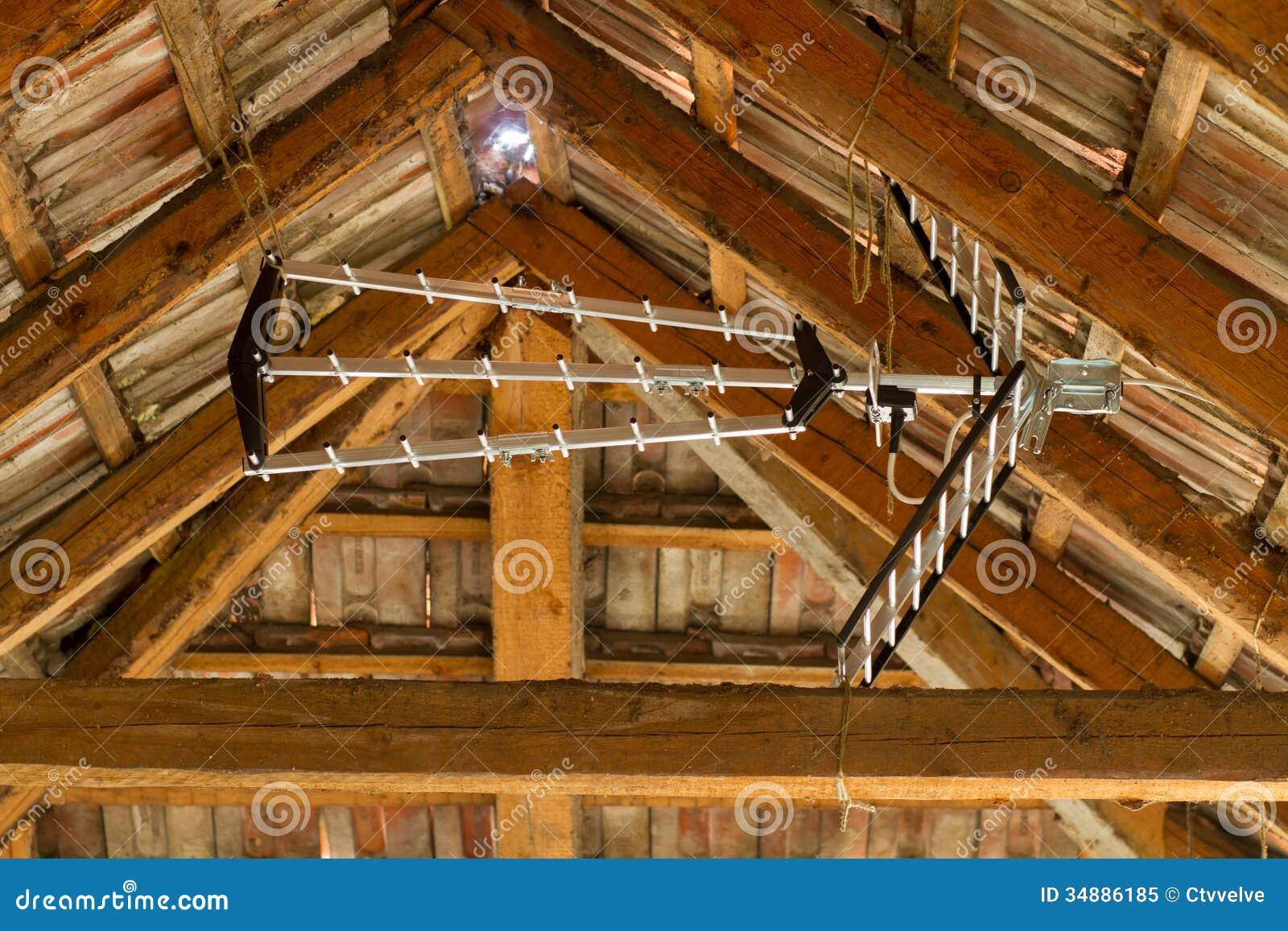 Antenne Dans Le Grenier Photo Libre De Droits Image