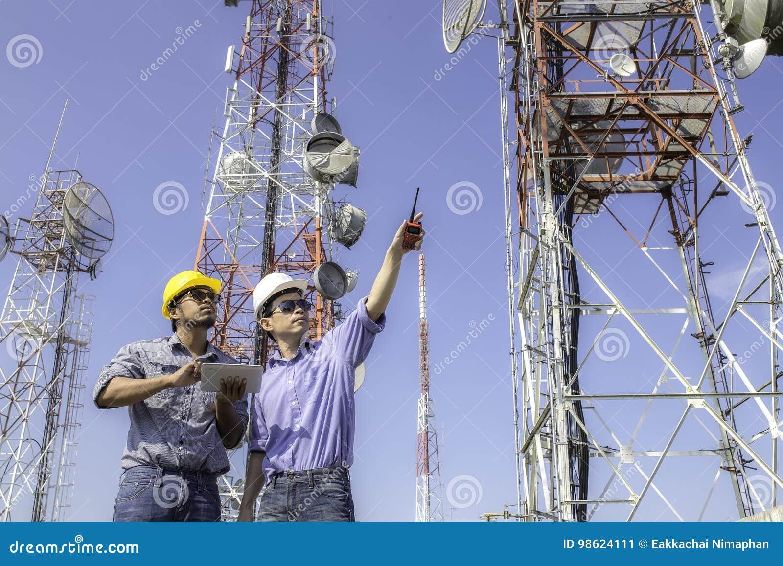 Antenne de contrôle de communications d ingénieur