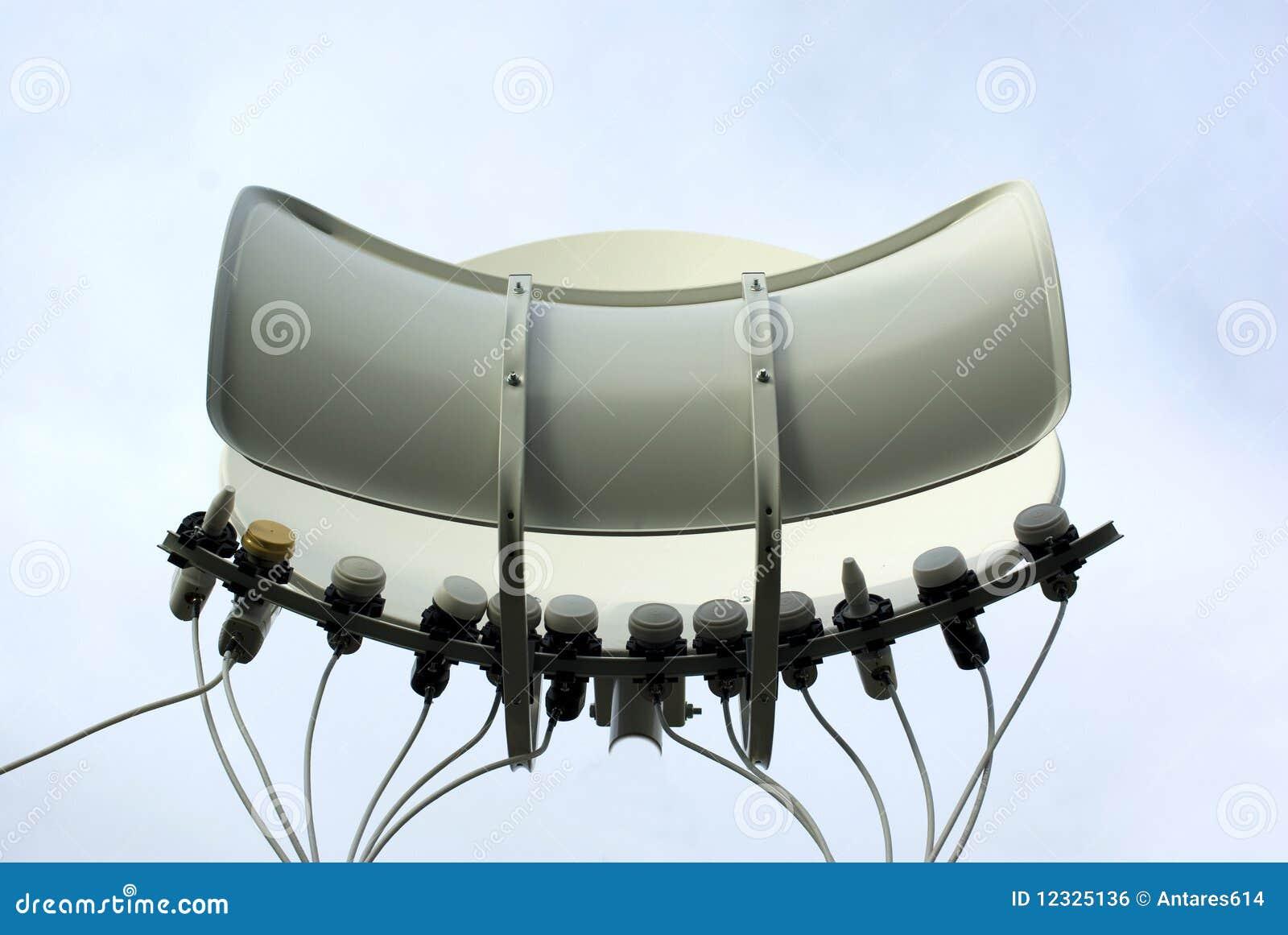 antenne parabolique image libre de droits image 12325136. Black Bedroom Furniture Sets. Home Design Ideas