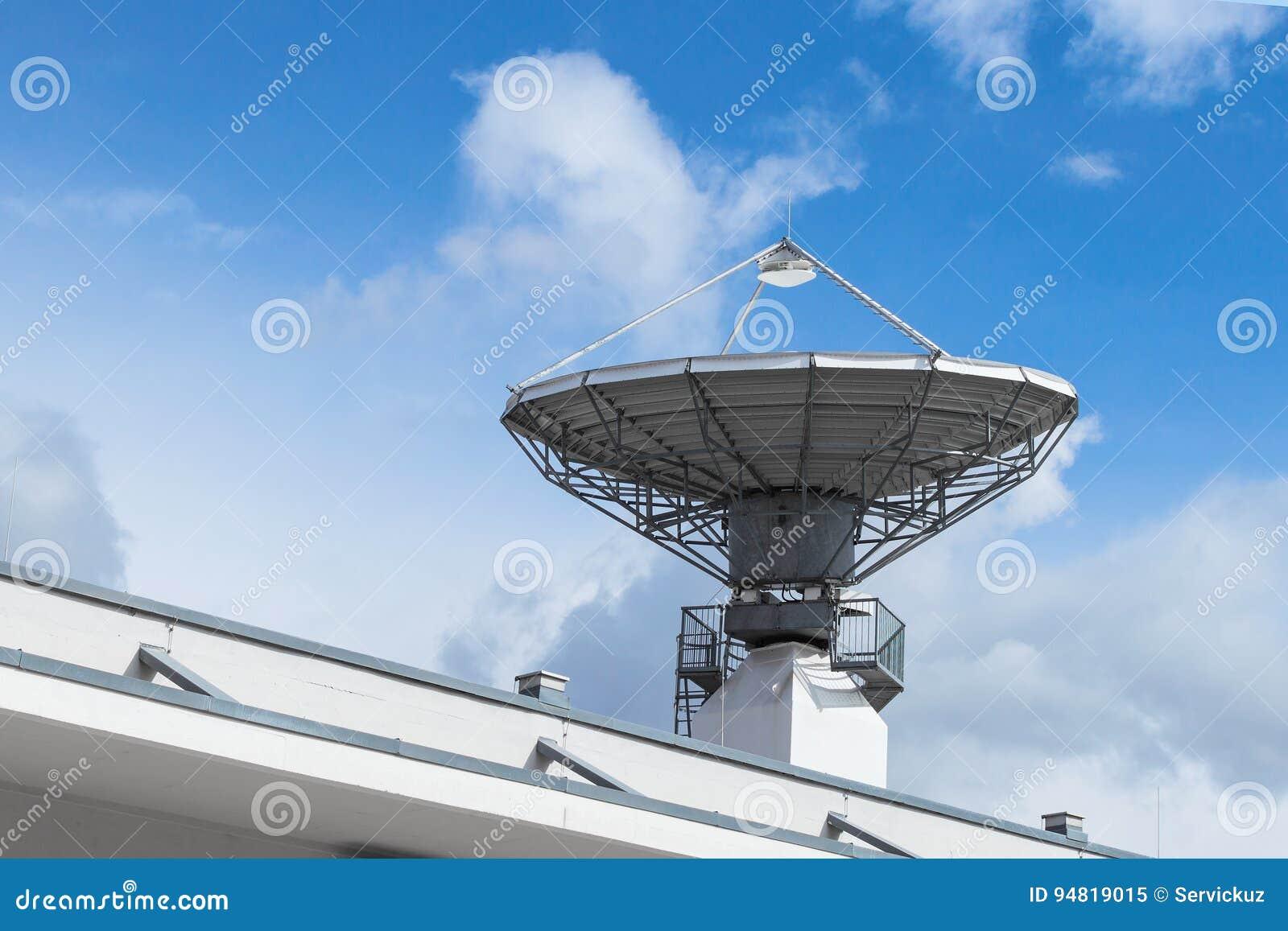 antenne parabolique satellite pour la télécommunication image stock