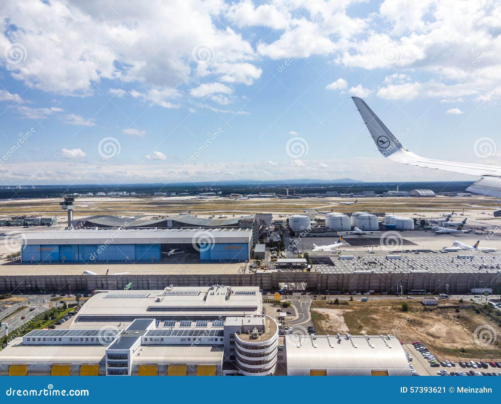 Antenne van luchthaven in Frankfurt Duitsland