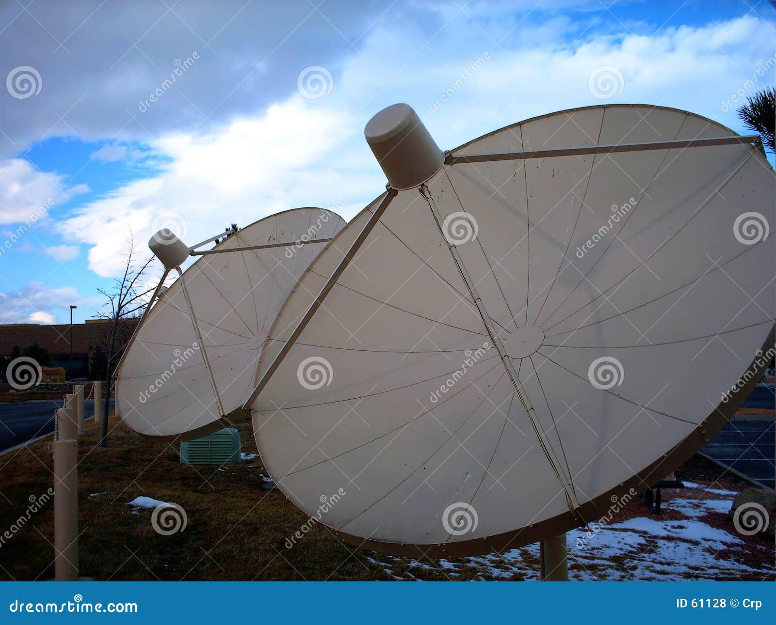 Download Antennes Paraboliques De TVRO Photo stock - Image du émetteur, satellite: 61128