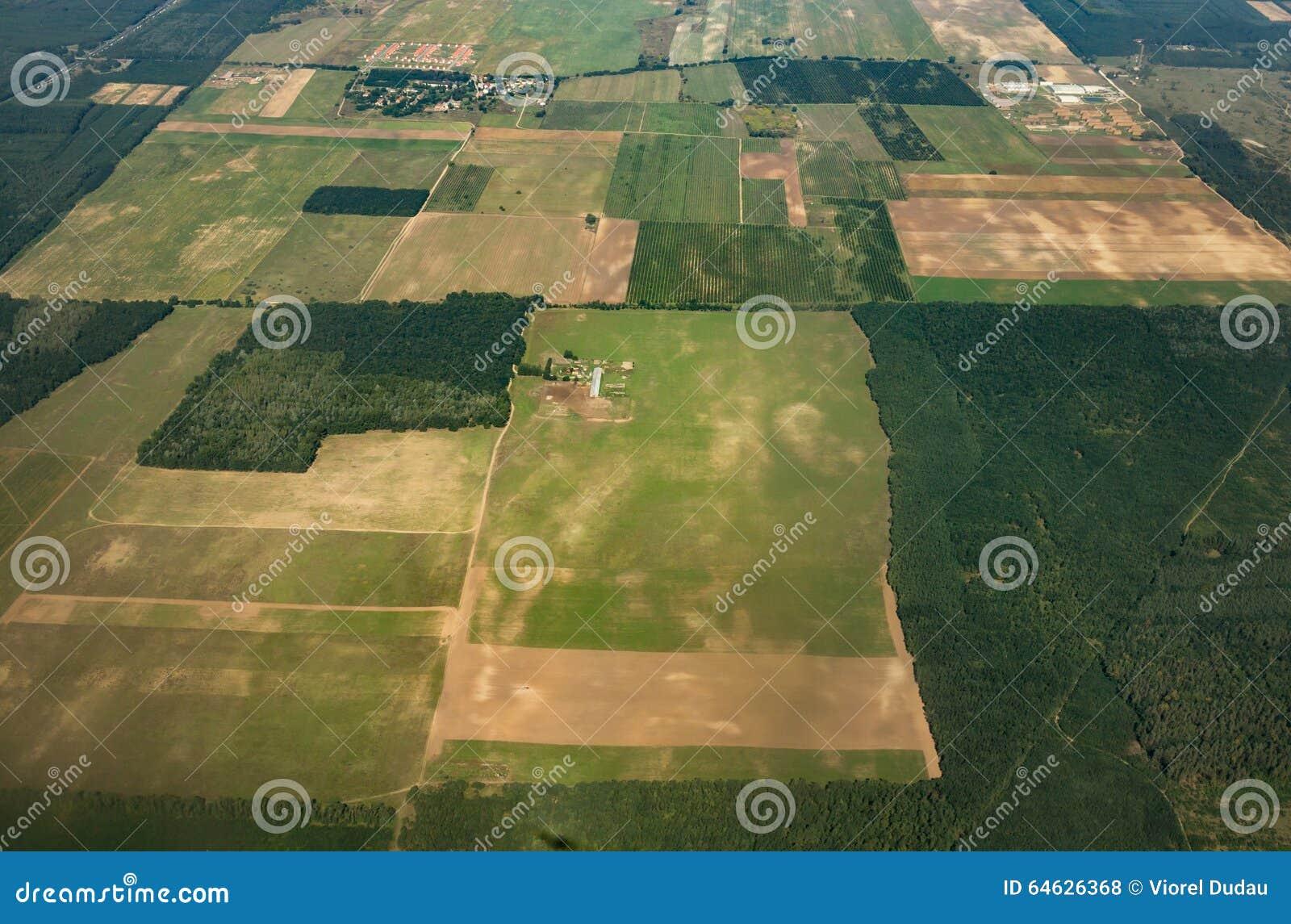 Antennskott av åkerbruka fält