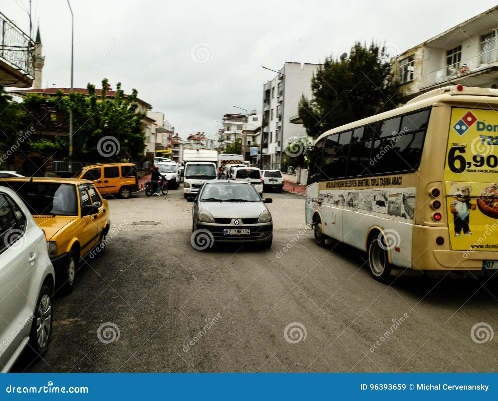 ANTHALYA, TURQUÍA, atasco de JULIO 7,2017 en ciudad turca