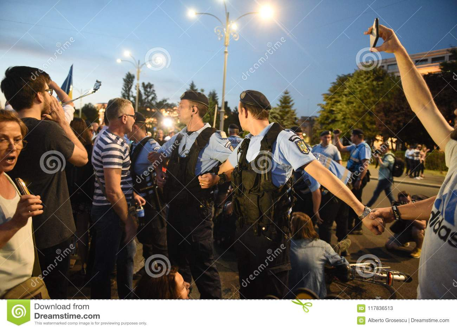 Anti protesto da corte da parte superior do ` s de Romênia, Bucareste, Romênia - 30 de maio de 20