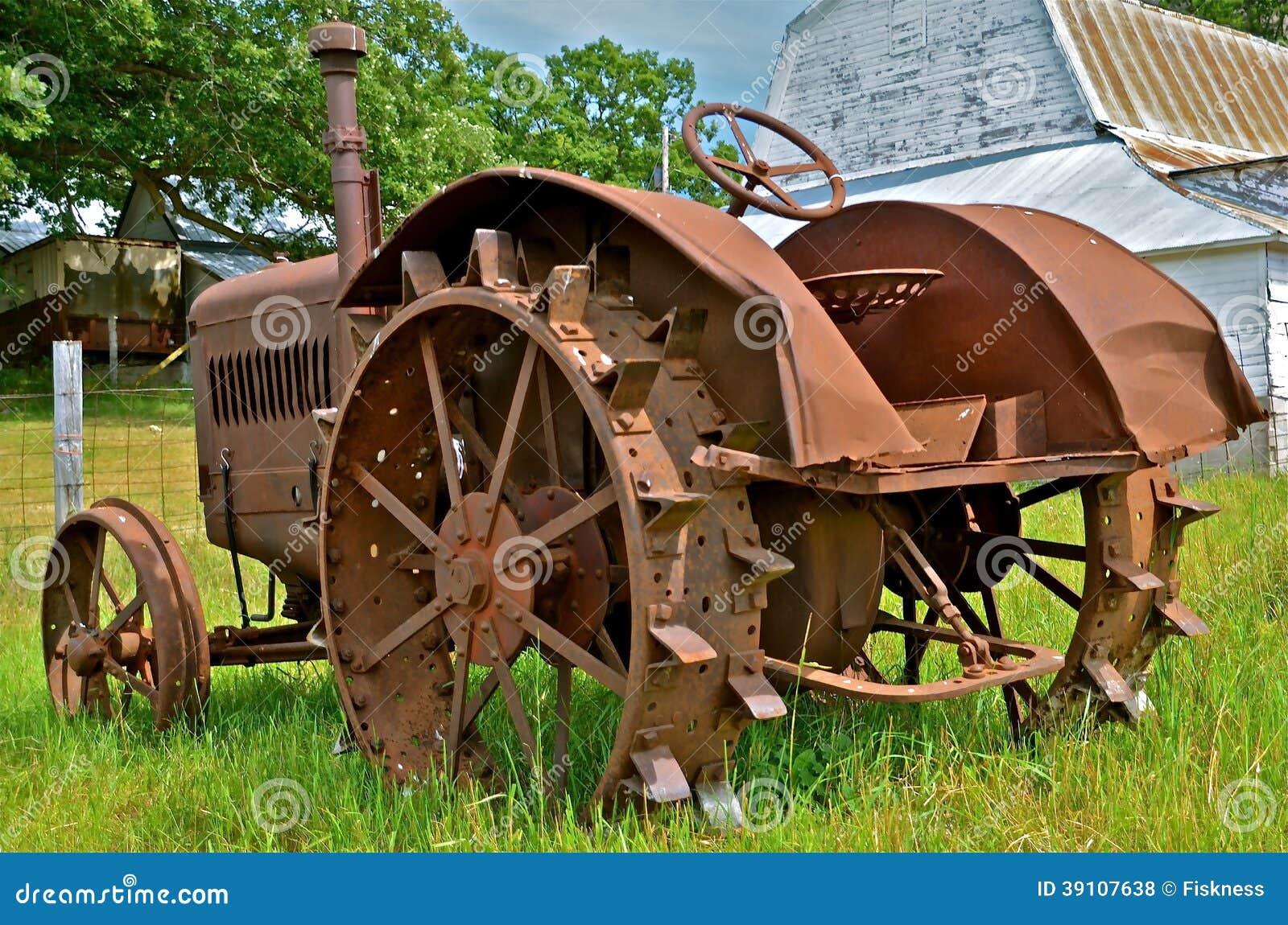 Antiek Rusty Tractor op Gebied