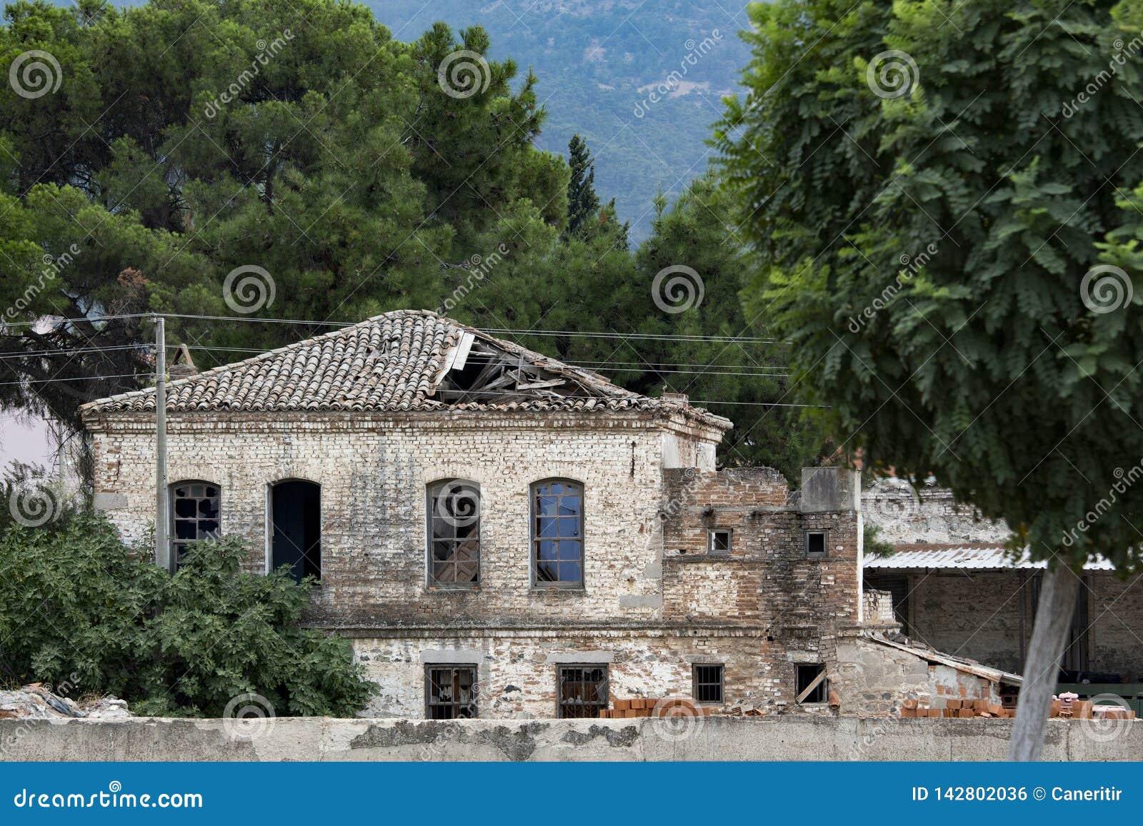 Antieke architectuur, de historische bouw die, antiek venster, antieke deur, venstermening, deurmening, antiquiteit facede, histo