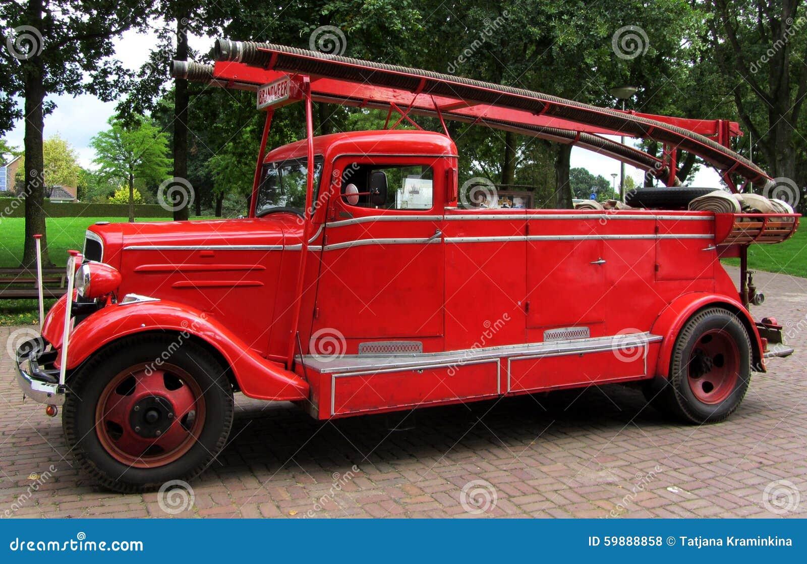 Antieke Firetruck van rode kleur Nederland