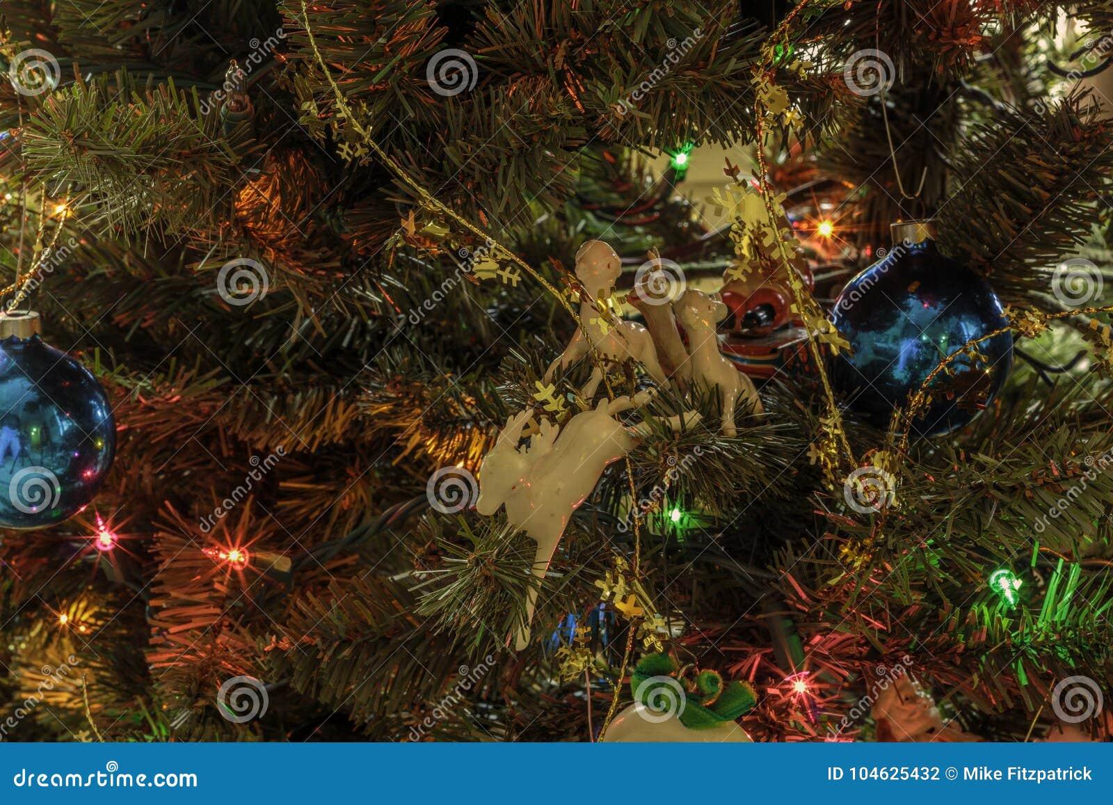 Download Antieke Kerstmisornamenten stock foto. Afbeelding bestaande uit kerstmis - 104625432