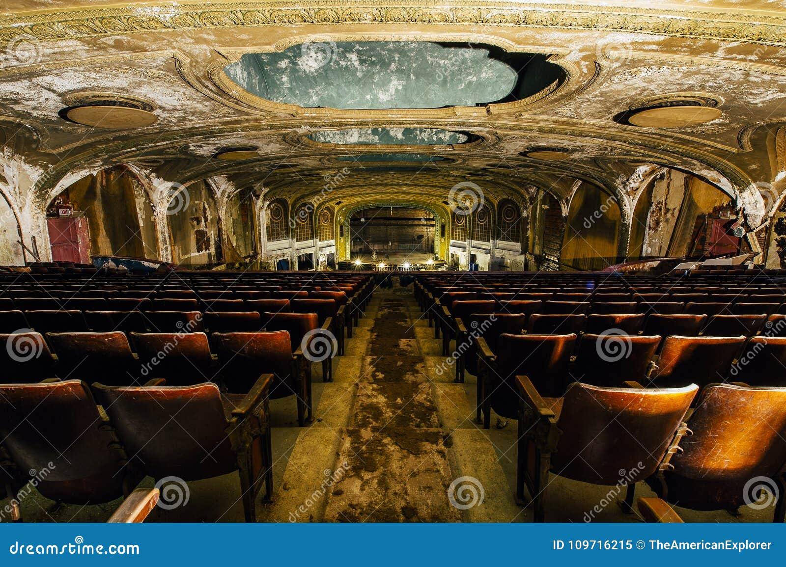Antieke Zetels - Verlaten Verscheidenheidstheater - Cleveland, Ohio