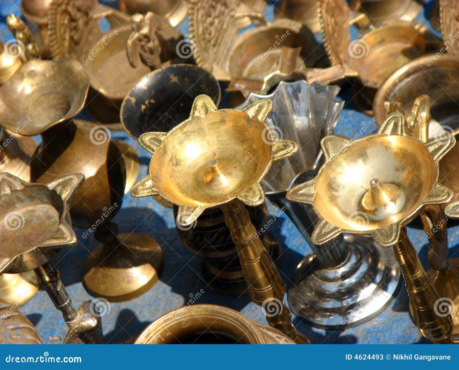 Antike Laternen : Alte antike traditionelle Schmieröllampen benutzt ...