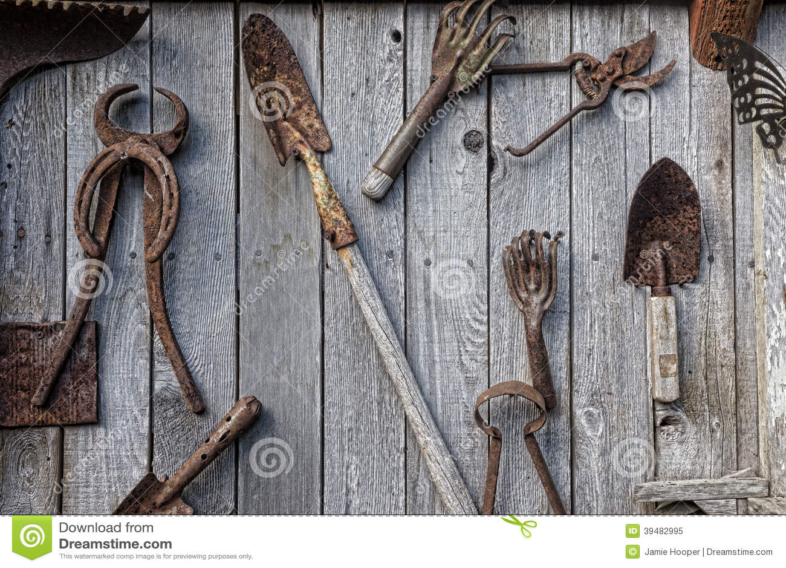 Antike Werkzeug-Wand stockbild. Bild von ansammlung, verwittert ...