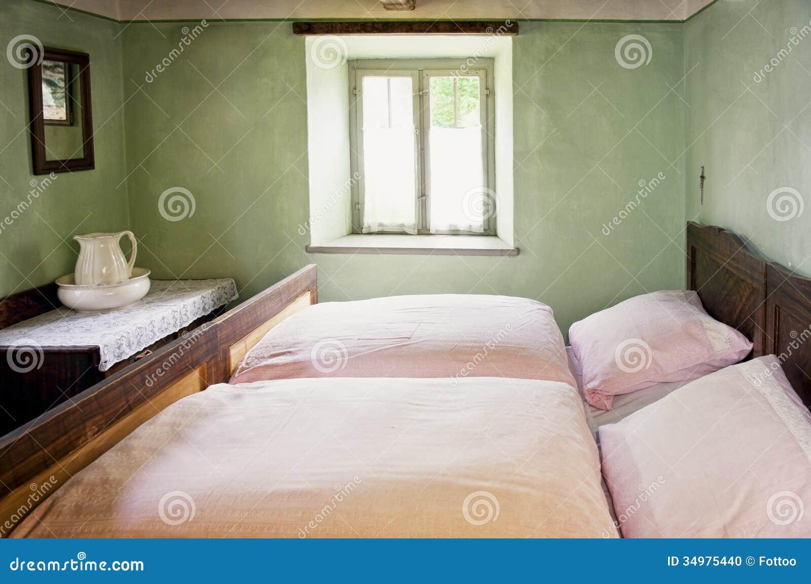 Antikes Schlafzimmer stockfoto. Bild von möbel, doppeltes - 34975440