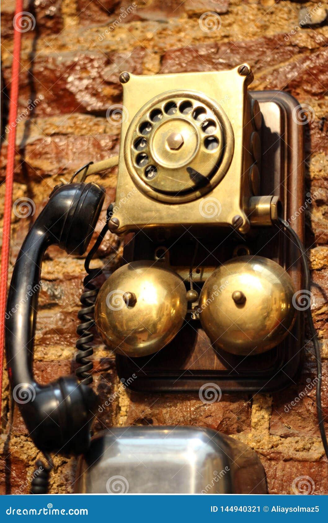 Antikes Telefon, sehr altes benutztes Weinlese-Telefon ab 1950 s