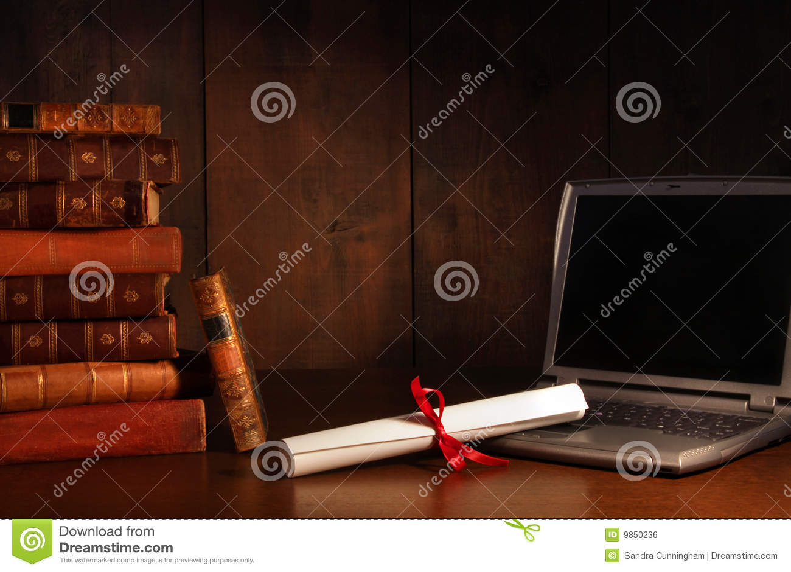 Antikviteten books skrivborddiplombärbar dator