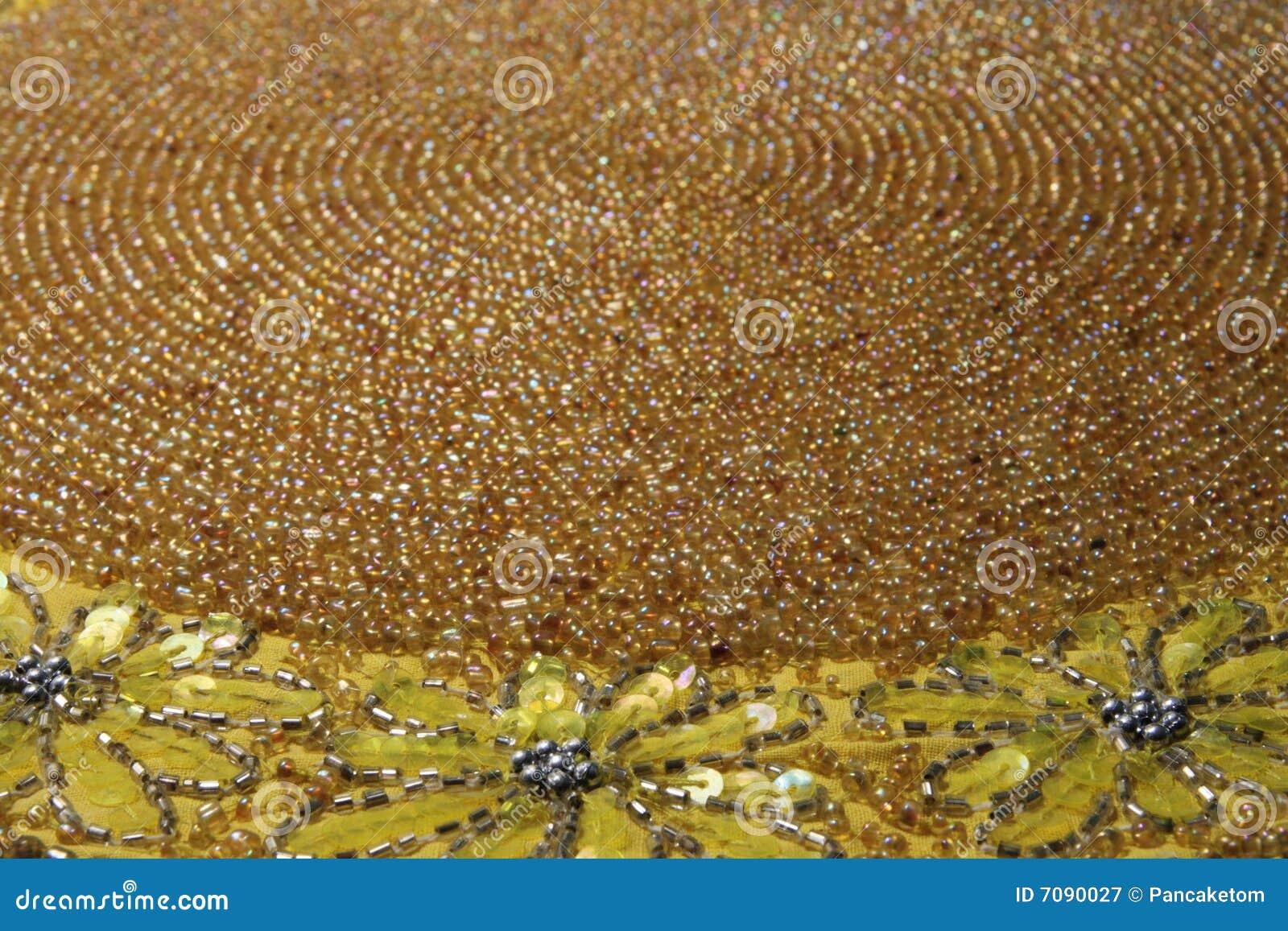 Antikviteten prydde med pärlor mattt