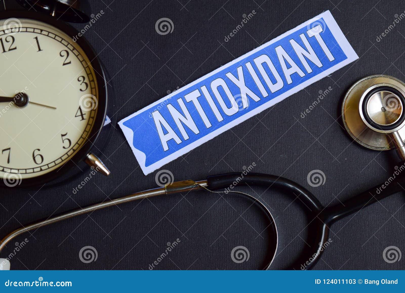 Antioxydant auf dem Papier mit Gesundheitswesen-Konzept-Inspiration Wecker, schwarzes Stethoskop