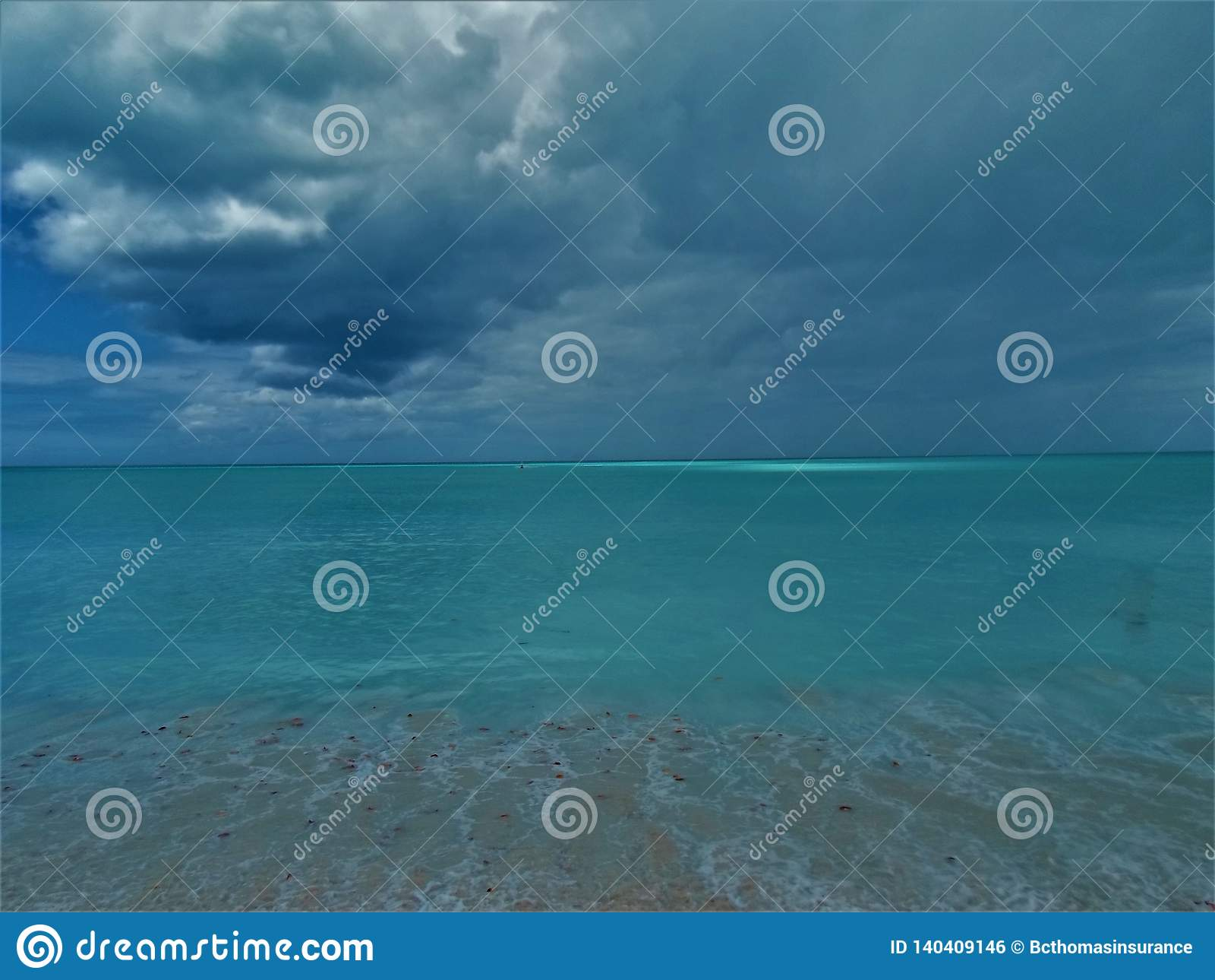 Antiqua stormig strandsikt