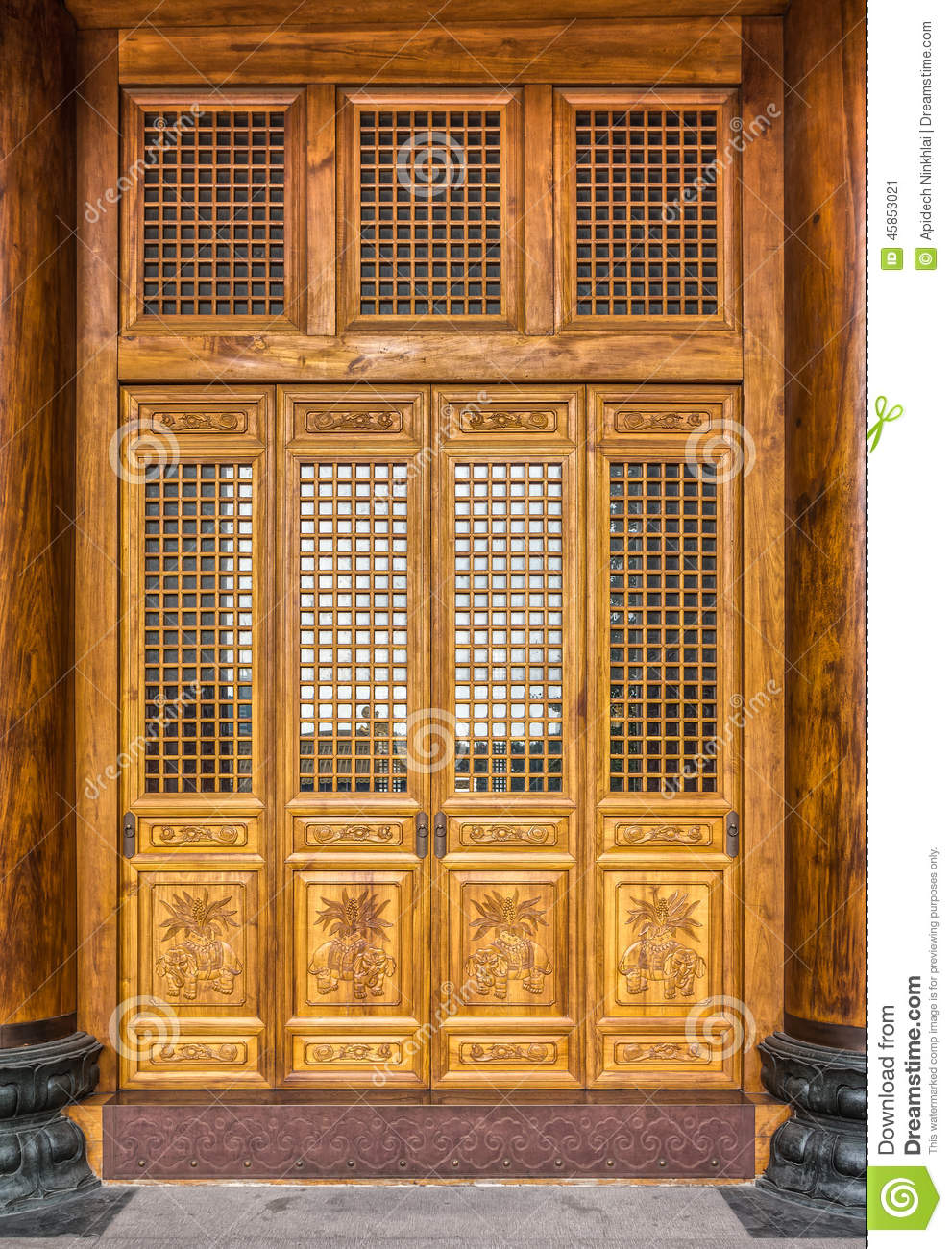 The antique Chinese wooden carved doors - The Antique Chinese Wooden Carved Doors Stock Image - Image Of