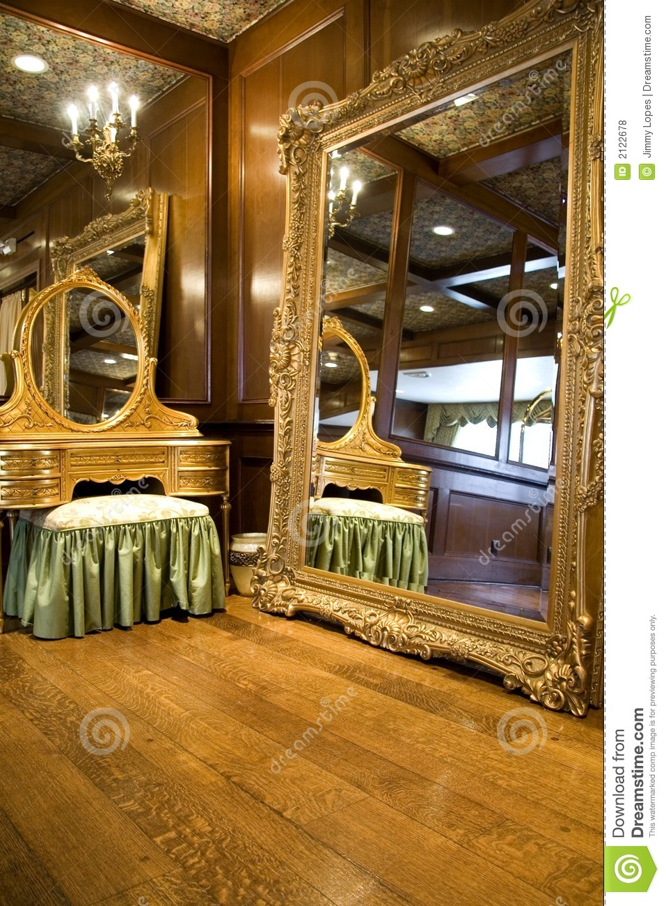 Antique Mirror And Dresser Royalty Free Stock Photos