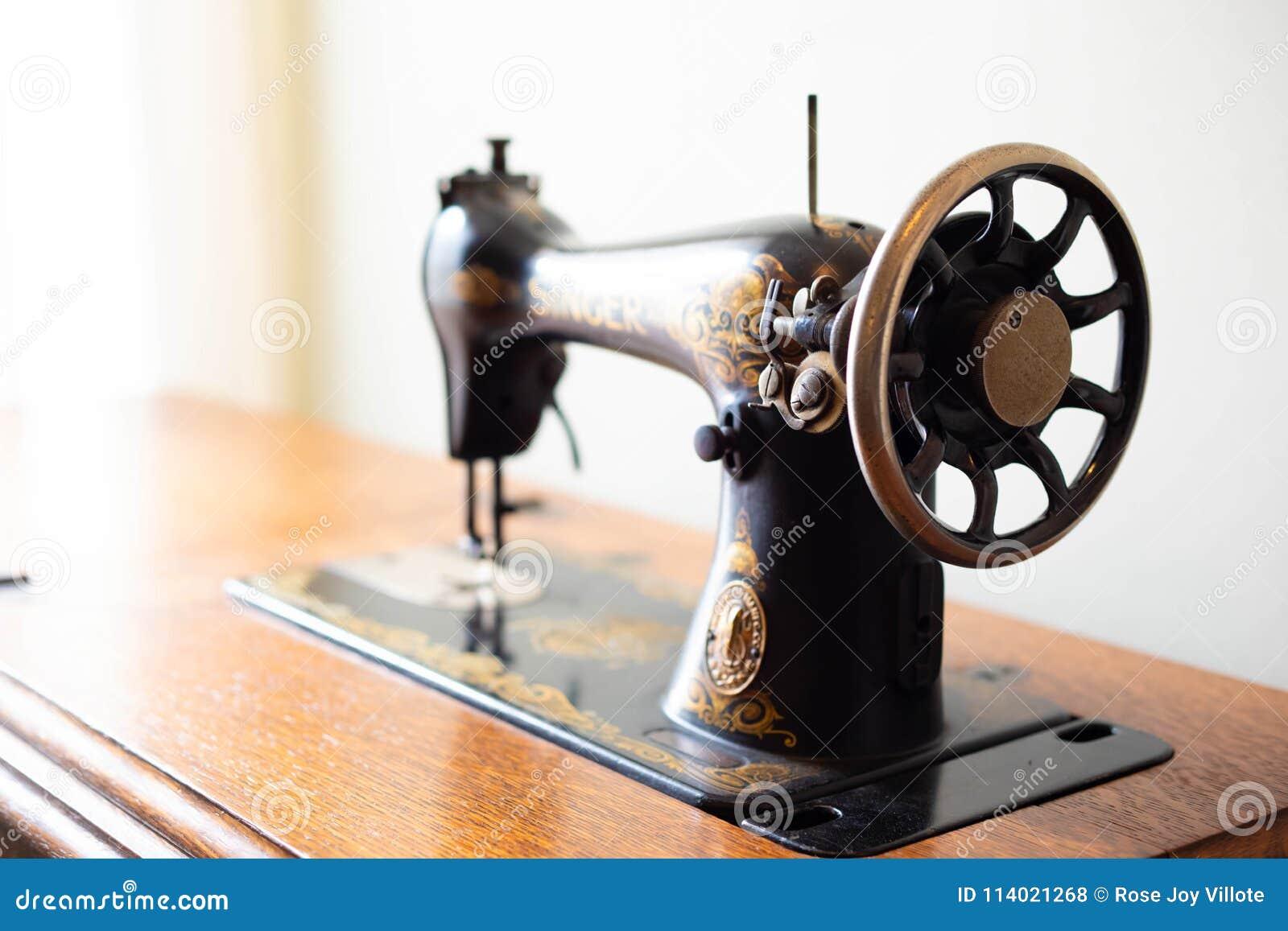 Antique Singer Sewing Machine Editorial Stock Photo - Image