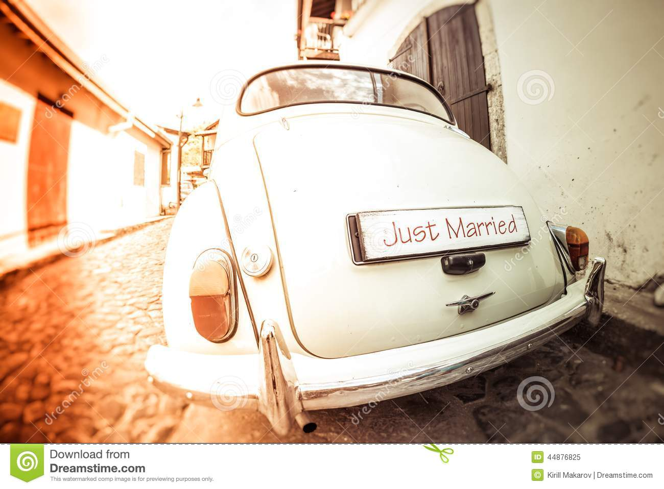 Wedding Décor: When to Customize and When to Refrain ...  Vintage Just Married