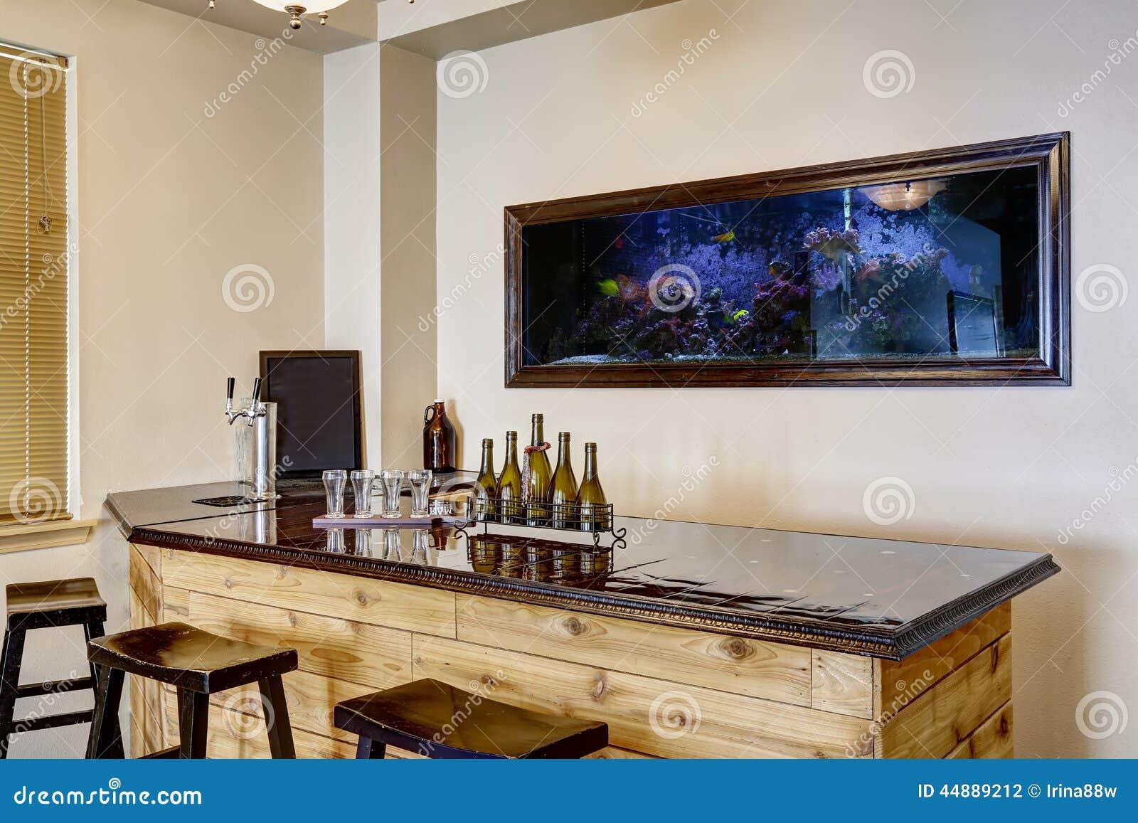 Antivari con l 39 acquario interno domestico di lusso for Acquario casa prezzi