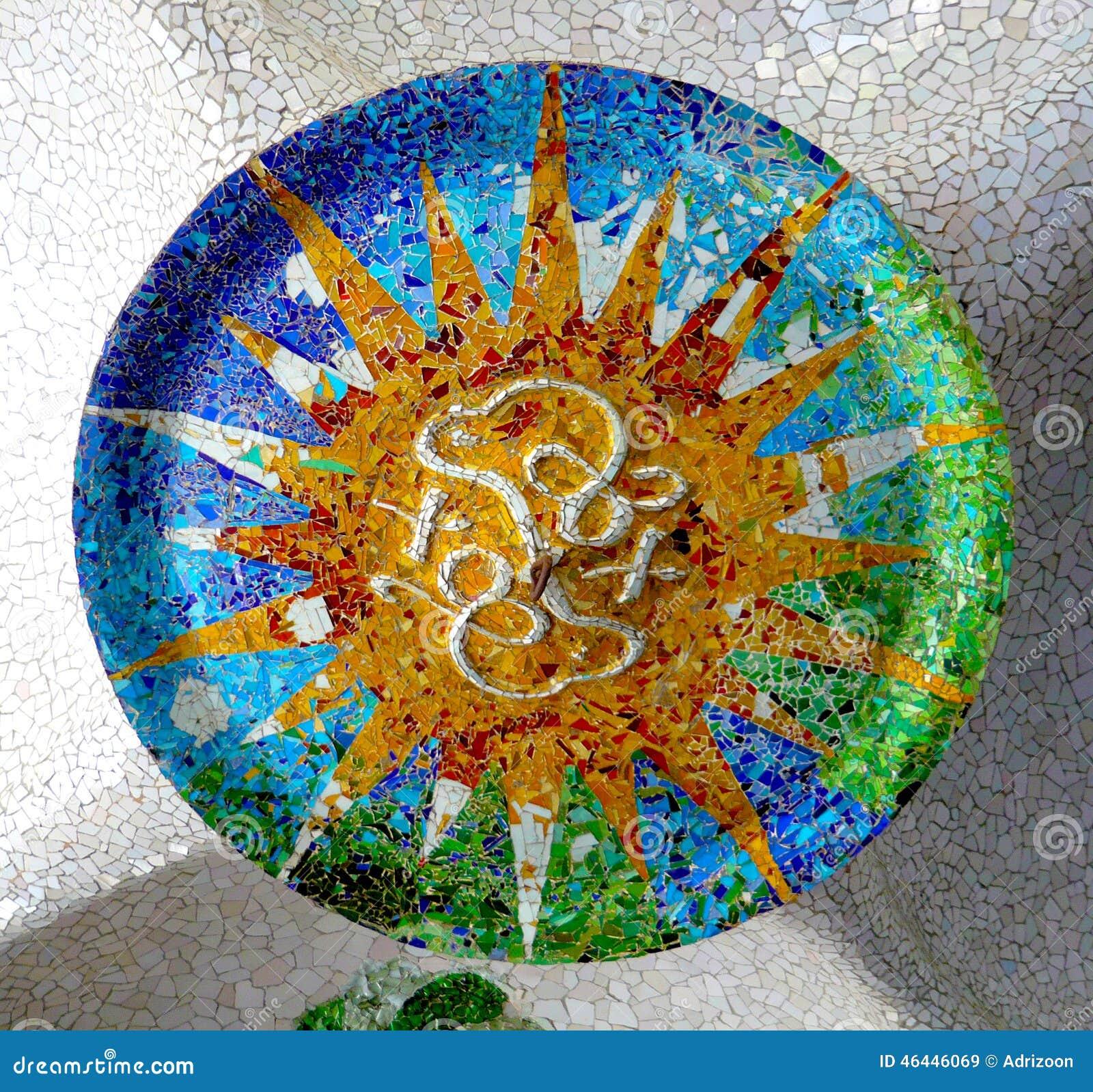 Antoni Gaudi mozaiki ceramiczny podsufitowy projekt