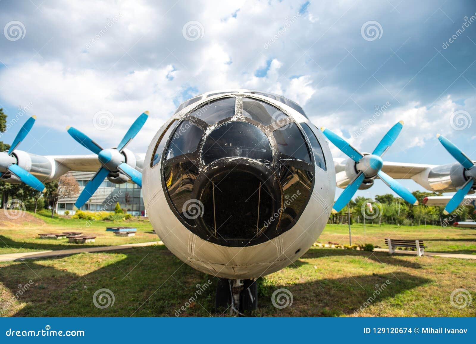 Antonov 12 samolot