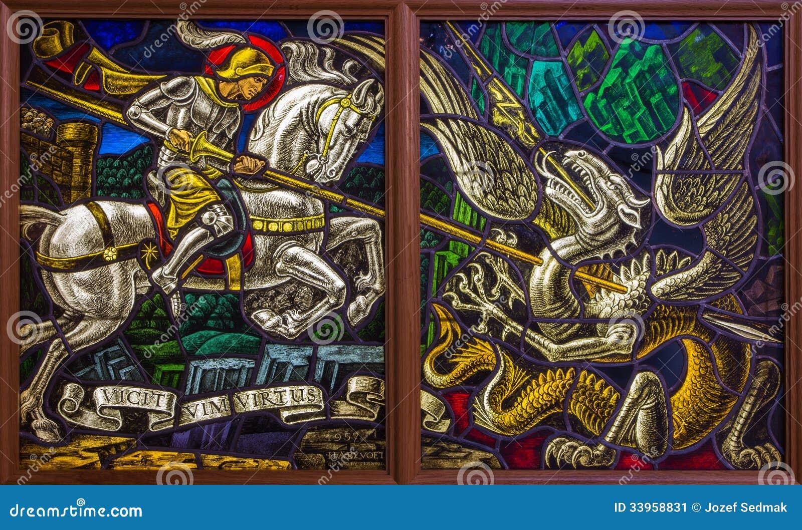Antuérpia - Windowpane do duelo de St. Georeg com o diabo na igreja de Joriskerk ou de St George