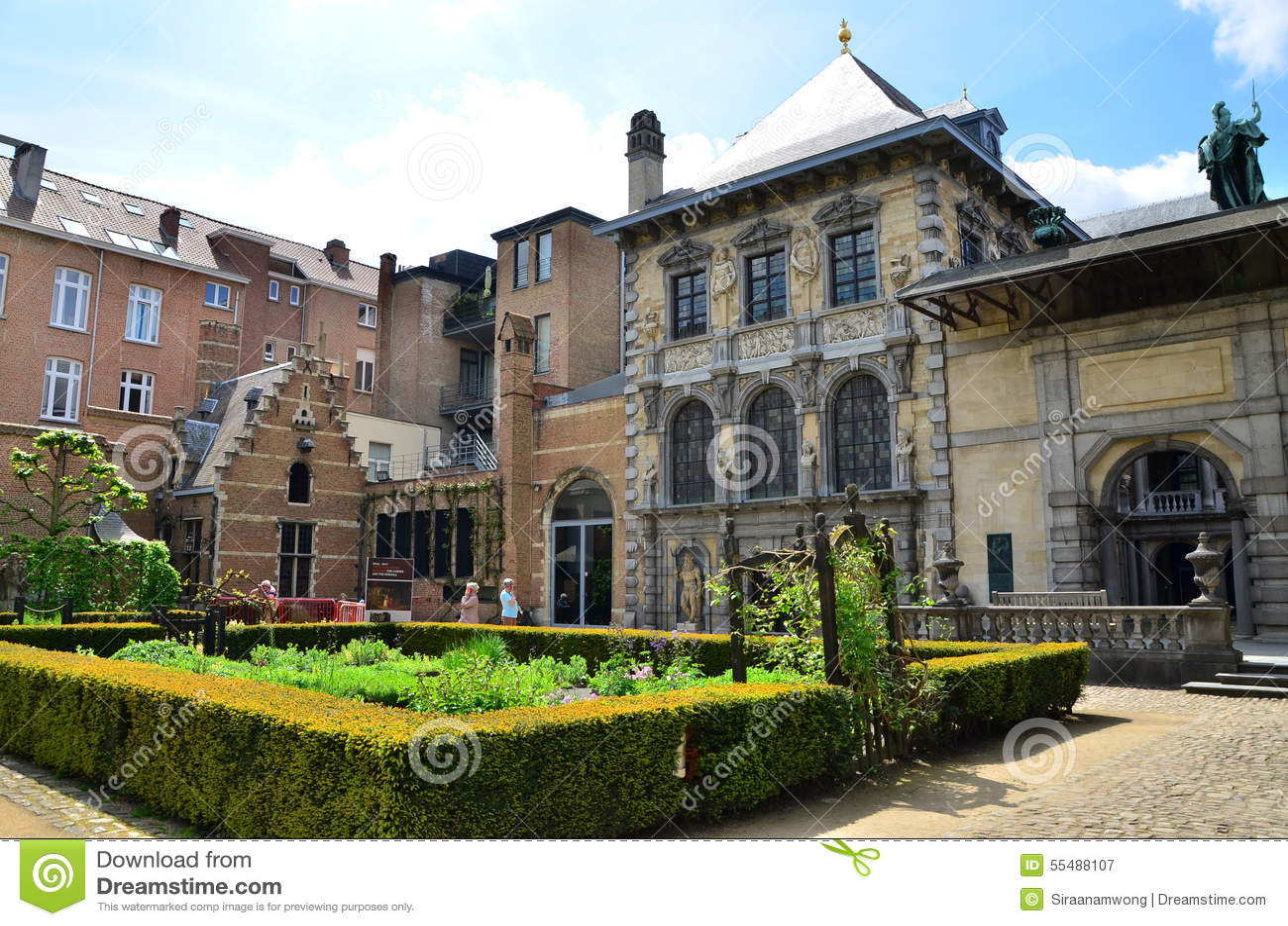 Antwerp belgium may 10 2015 tourist visit rubenshuis for Paul s garden studios