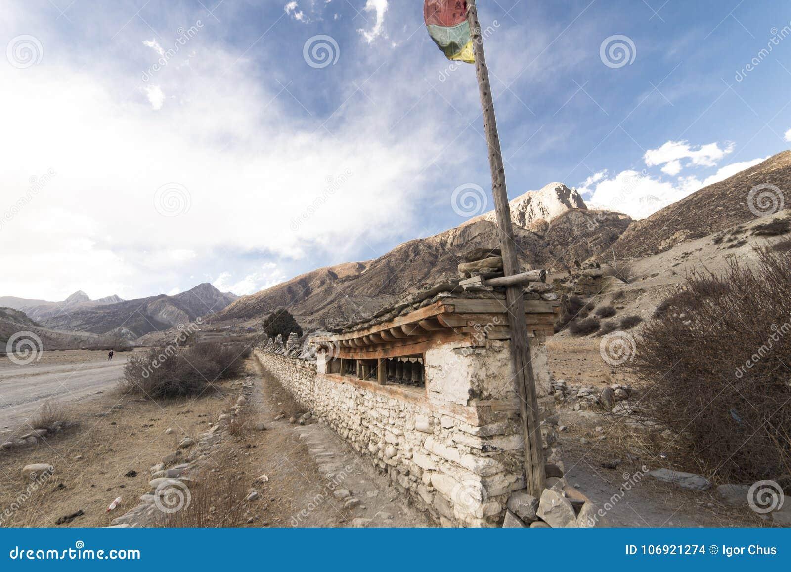 Antyczna świątynia w himalajach, Nepal Manang region, Grudzień