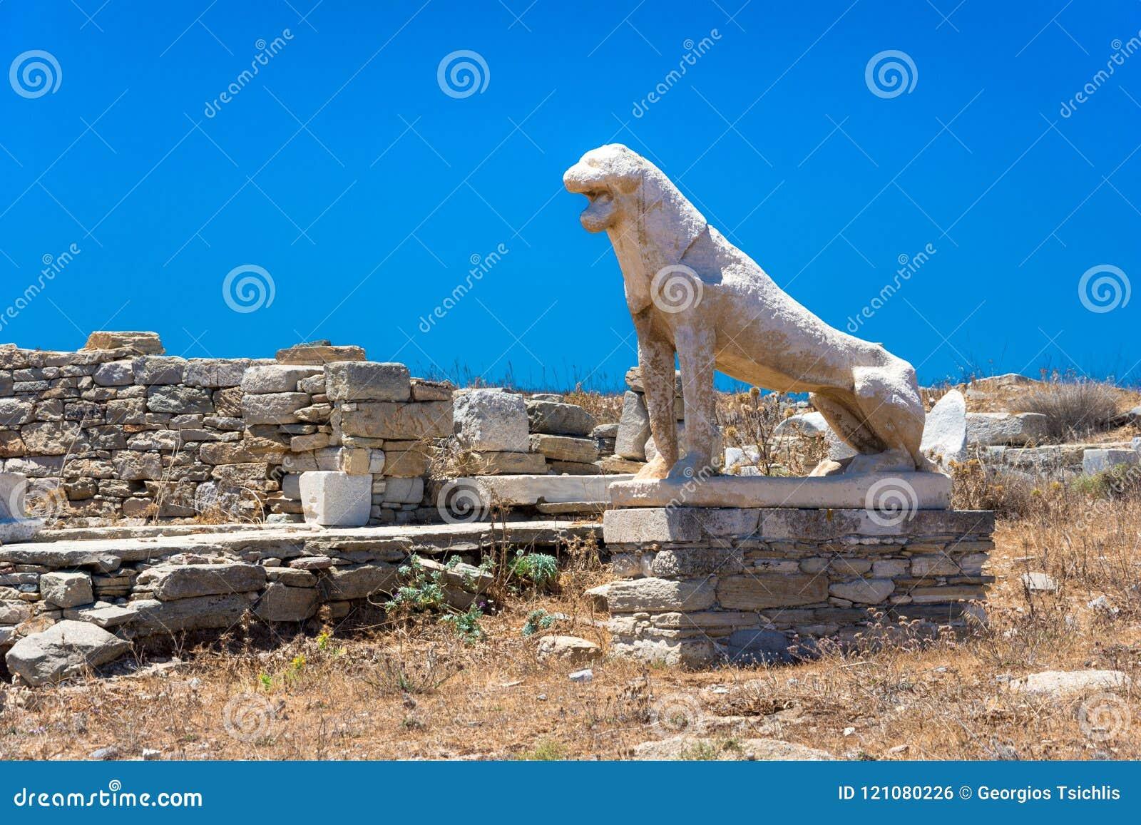 Antyczne ruiny w wyspie Delos w Cyclades, jeden znacząco mitologiczni, dziejowi i archeologiczni miejsca,