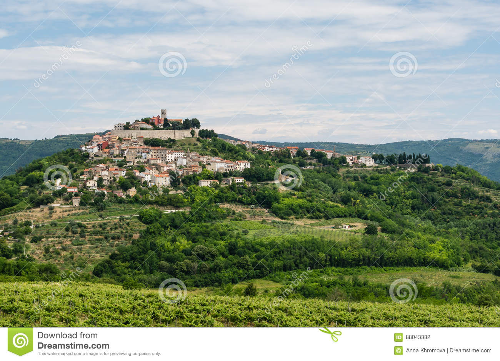 Antyczny miasteczko na wzgórzu, dolny widok
