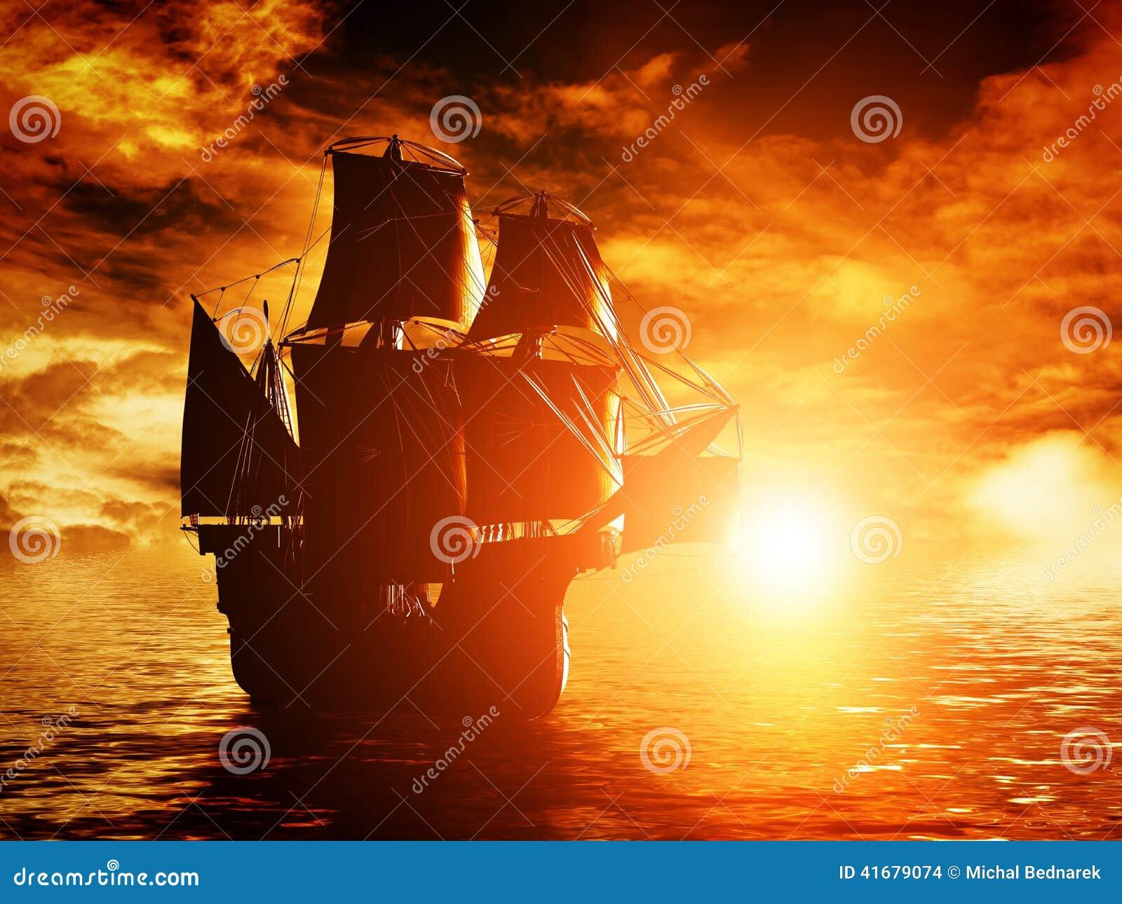 Antyczny pirata statku żeglowanie na oceanie przy zmierzchem