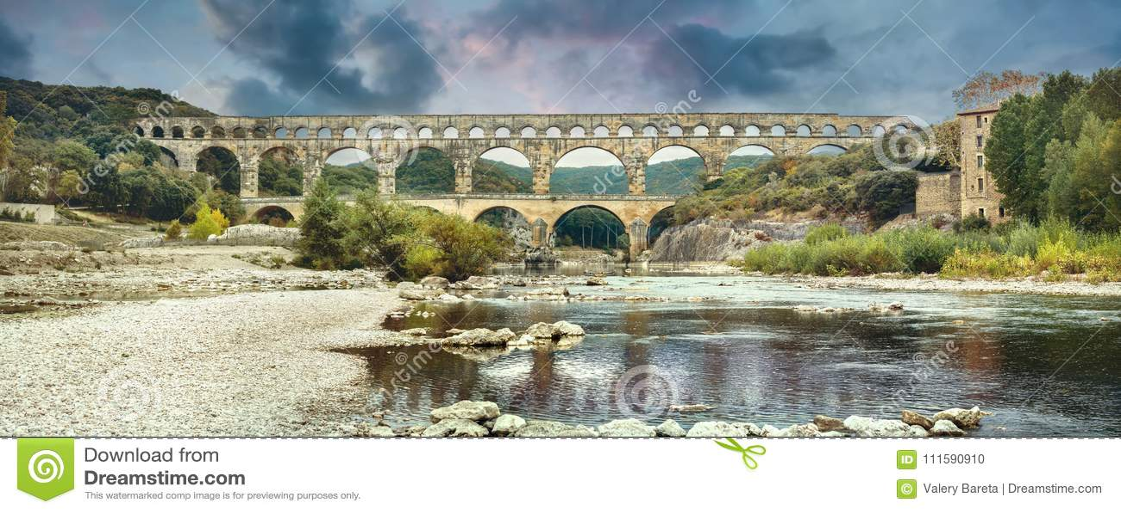 Antyczny Pont du Gard rzymski akwedukt Francja, Provence