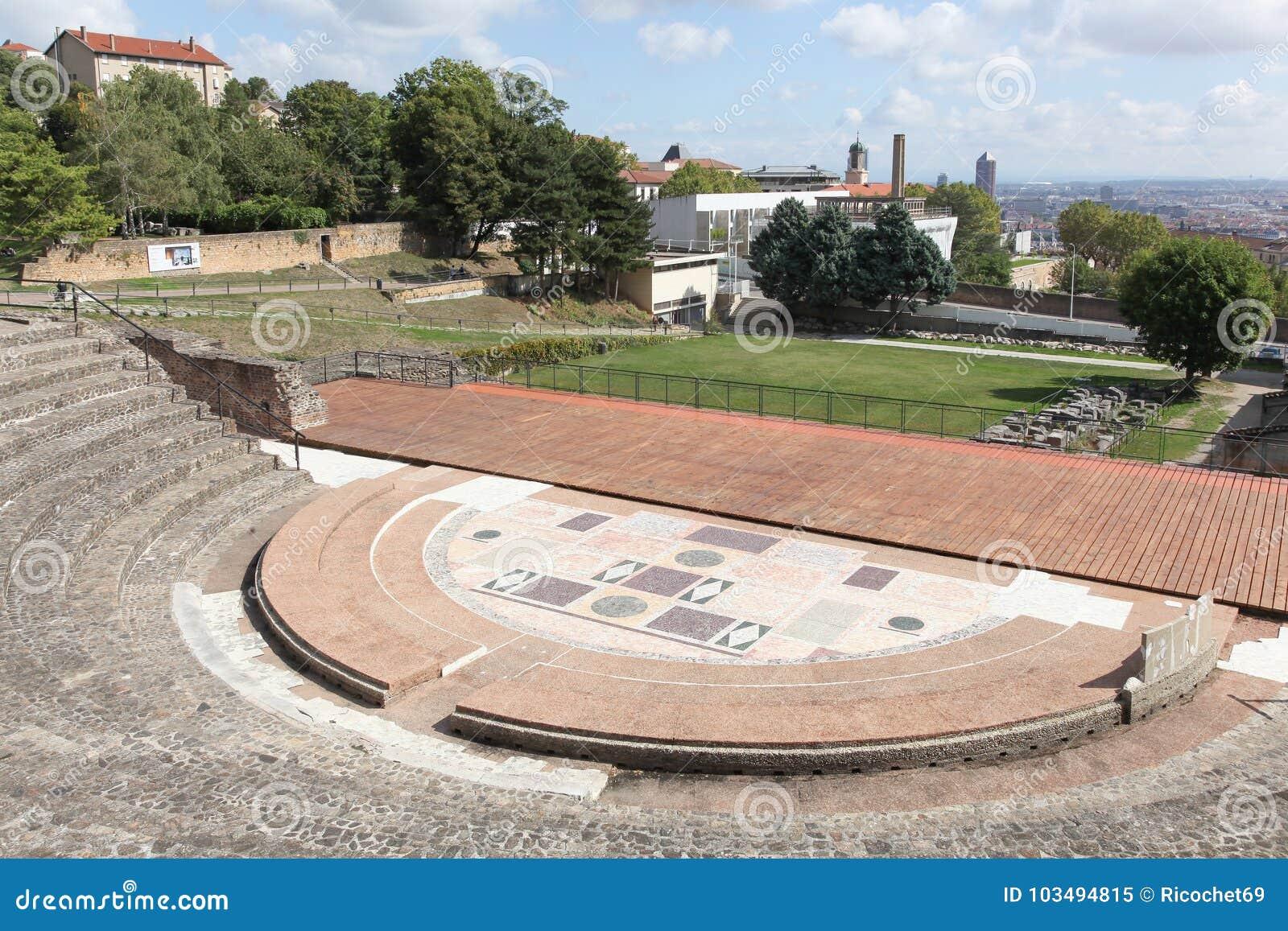 Antyczny rzymski teatr Fourviere w Lion