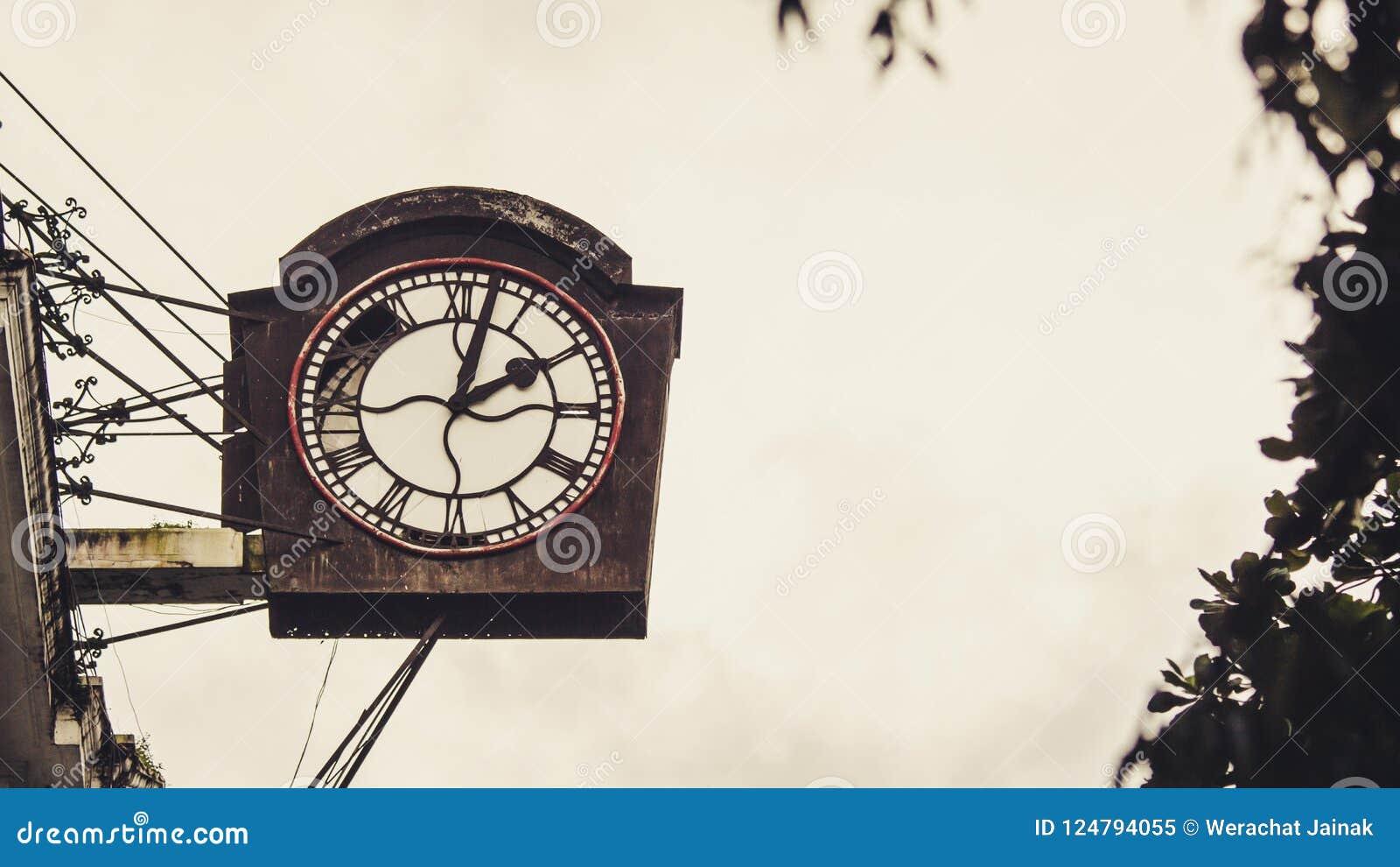 Antyczny zegar w puszka miasteczku