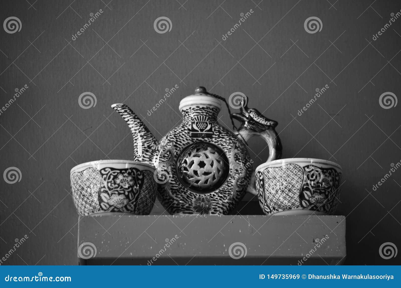 Antykwarski Herbaciany garnek i filiżanki