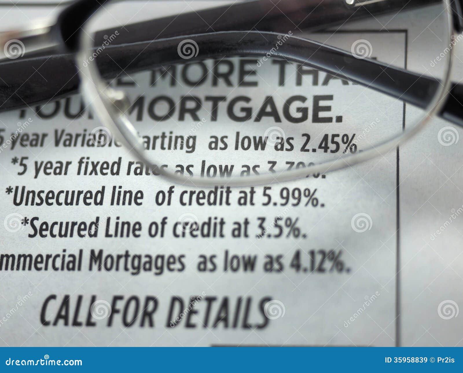 Anuncio de los tipos de préstamo hipotecario en un periódico