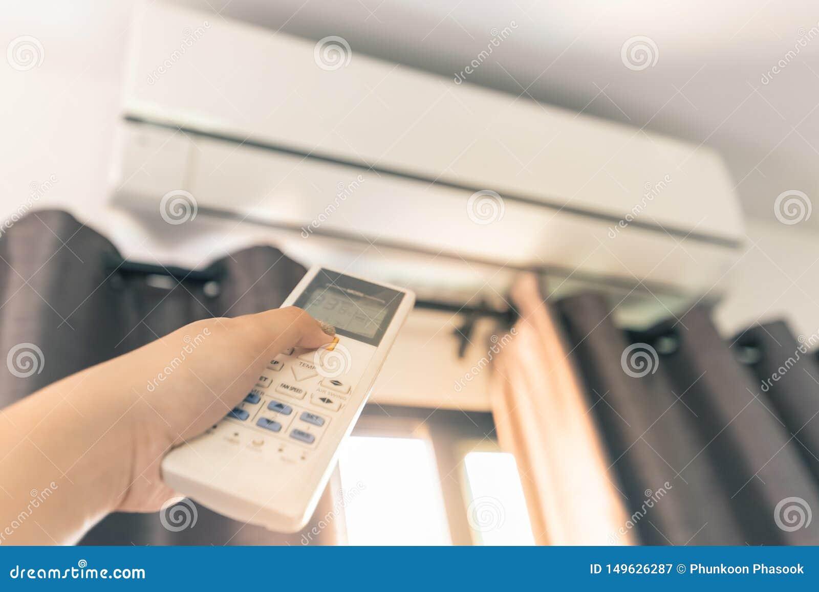 Använd fjärrkontrollen för att vända på luftkonditioneringsapparaten