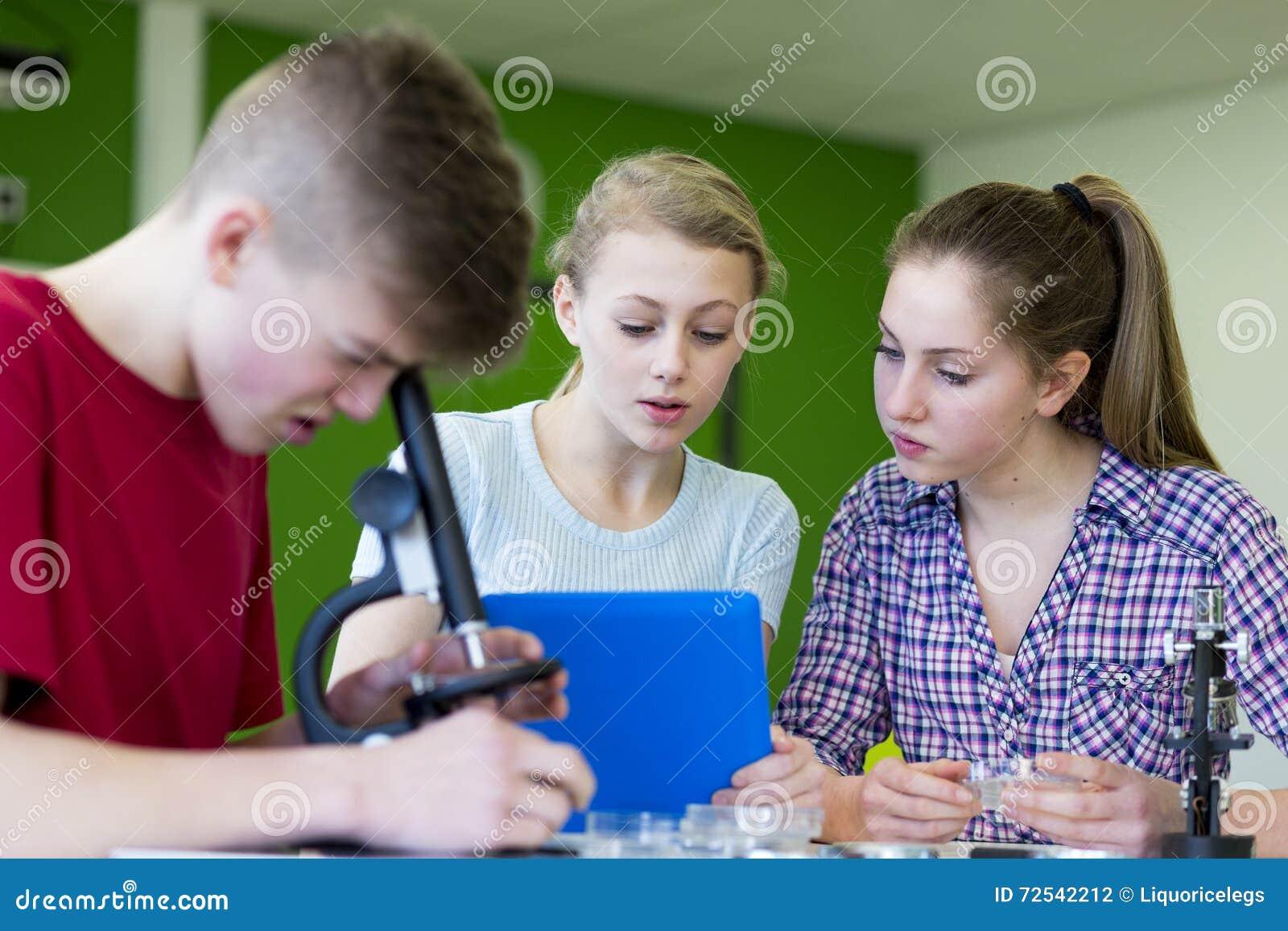 Använda mikroskop i en vetenskapskurs