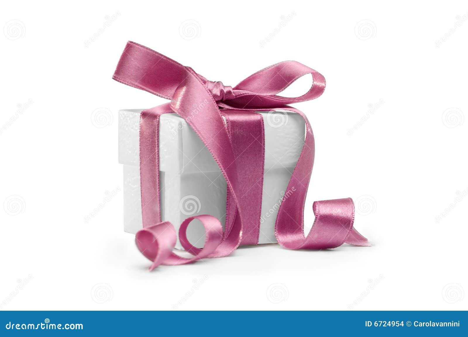 Anwesender Kasten mit rosafarbenem Farbband