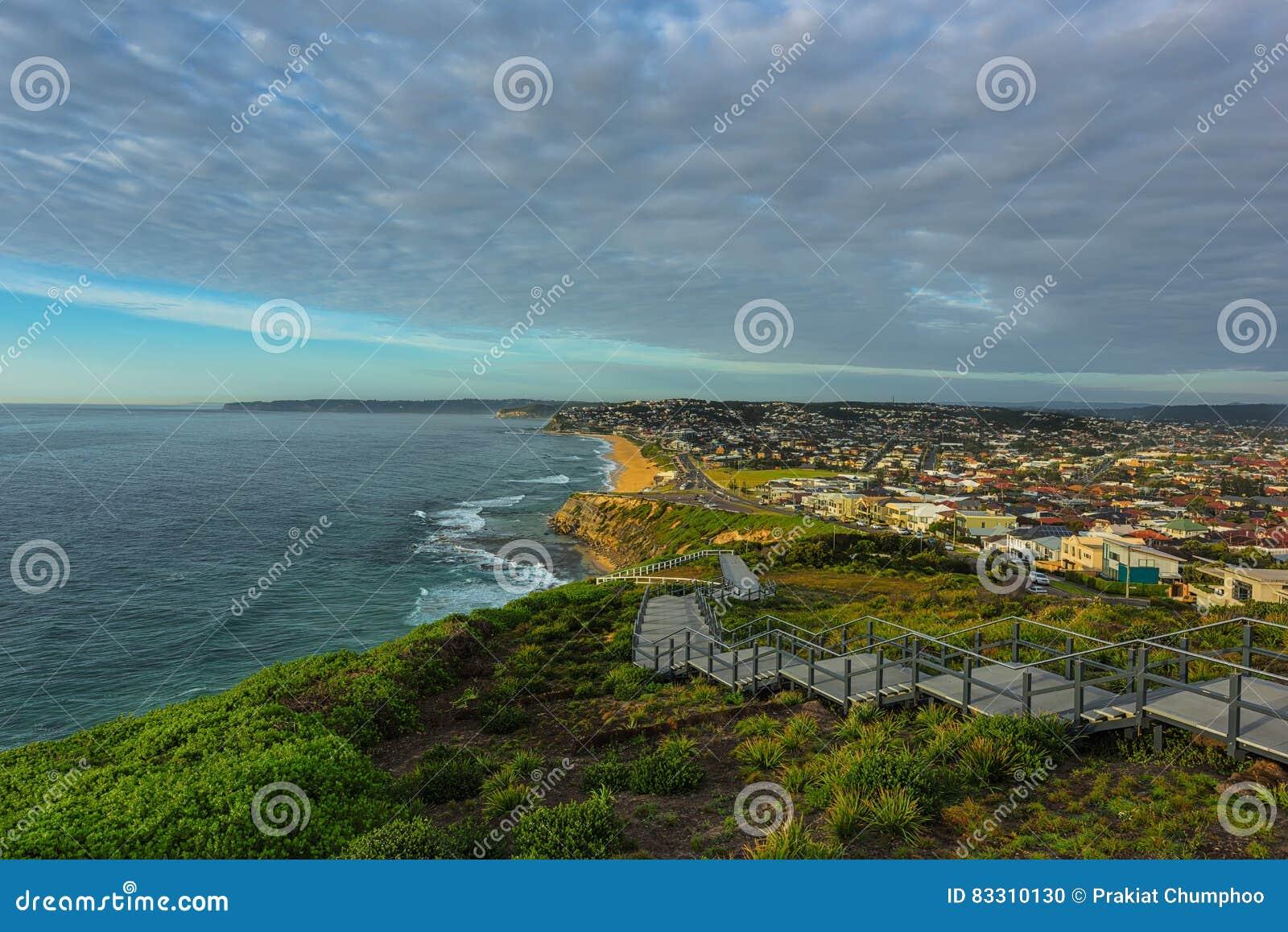 Anzac Pamiątkowy spacer i Prętowa plaża w Newcastle NSW Australia